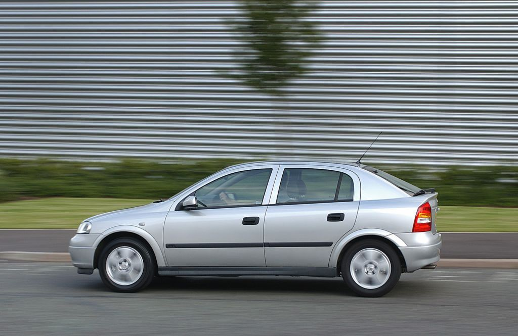 Vauxhall Astra Hatchback 1998 2005 Features Equipment And