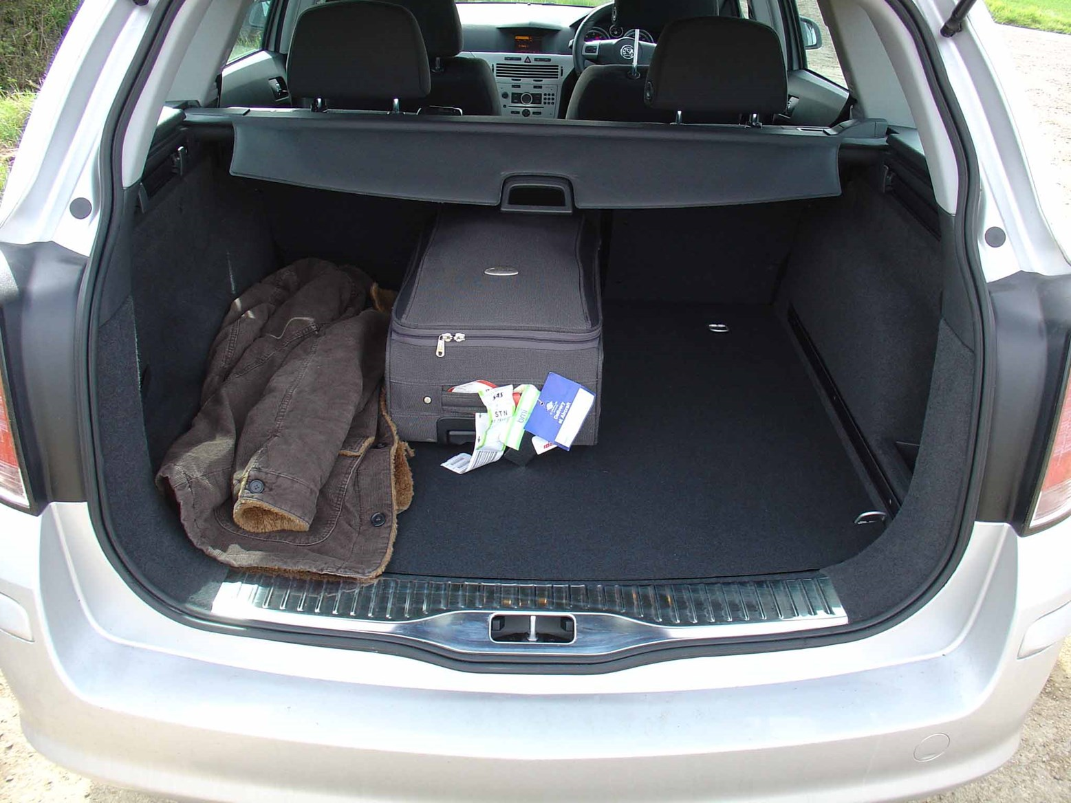 Vauxhall Astra Estate 2004  2010 Features Equipment and