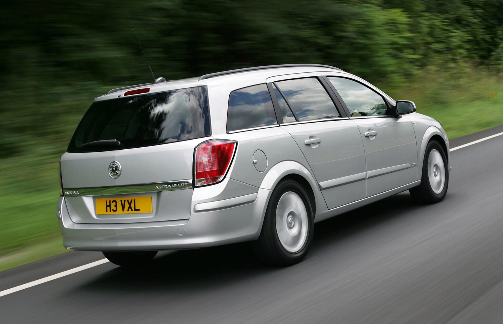 vauxhall astra estate review 2004 2010 parkers. Black Bedroom Furniture Sets. Home Design Ideas