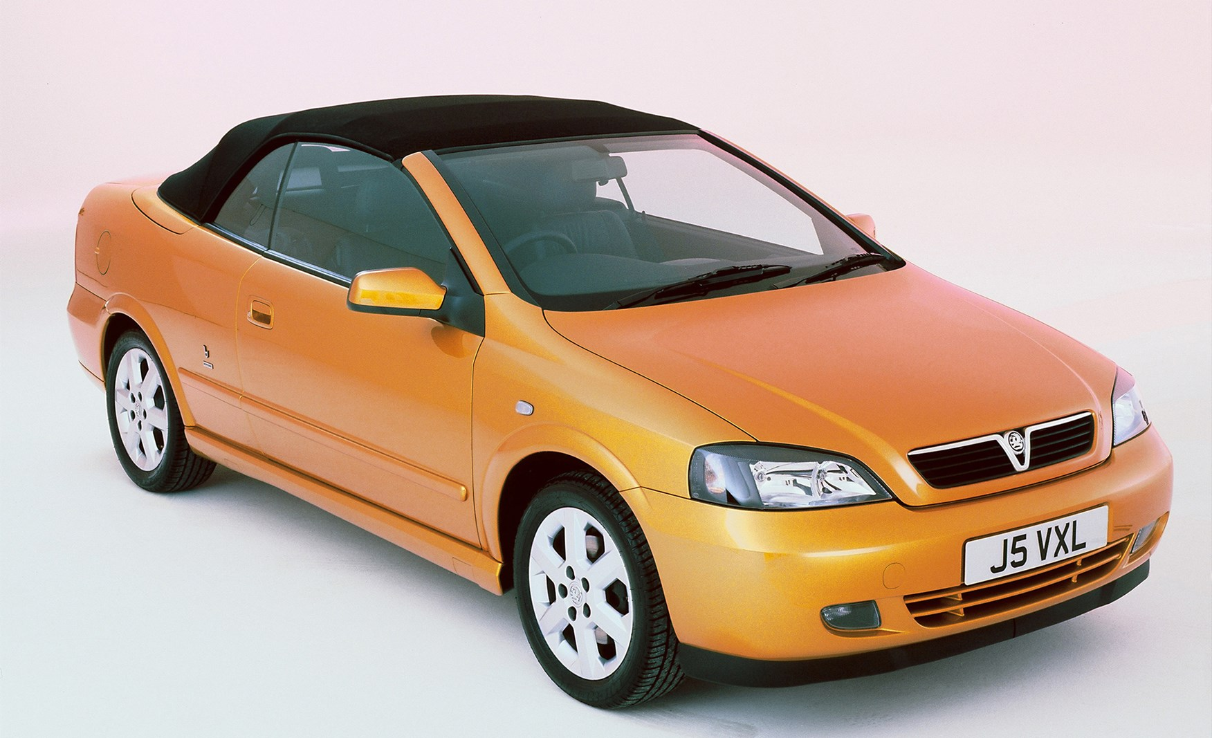 vauxhall astra convertible review 2001 2005 parkers. Black Bedroom Furniture Sets. Home Design Ideas