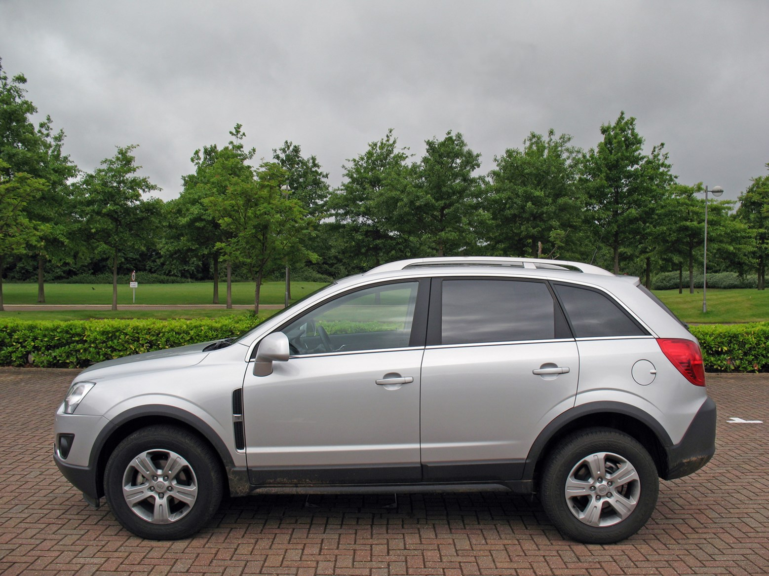 vauxhall antara station wagon 2007 2015 features equipment and accessories parkers