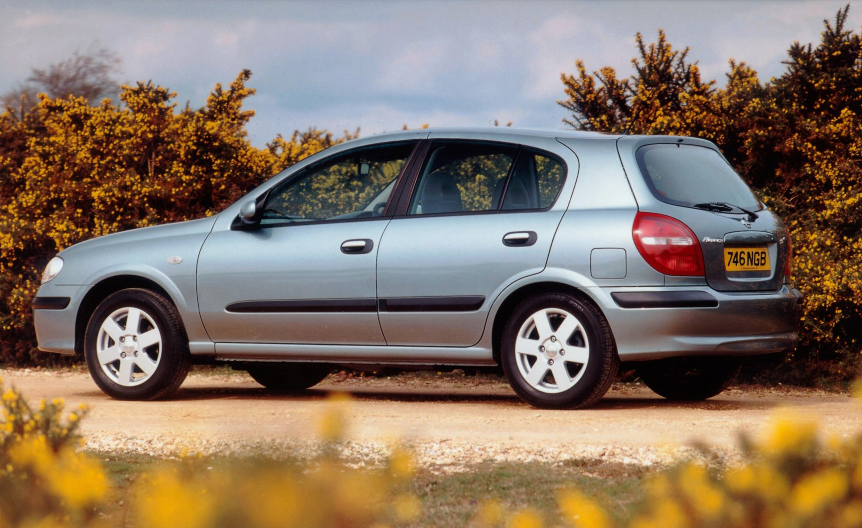 Nissan Almera Hatchback Review (2000 - 2006) | Parkers