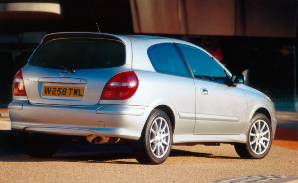 Nissan Almera Hatchback (1995 - 2000) Buying and Selling ...