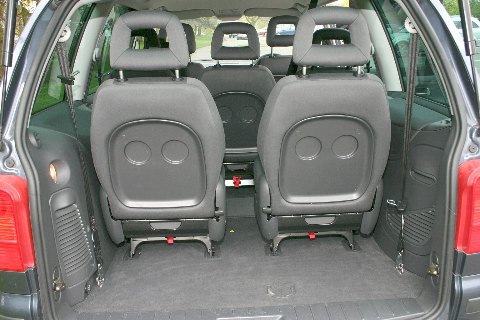 seat alhambra estate 2000 2010 features equipment and accessories parkers. Black Bedroom Furniture Sets. Home Design Ideas