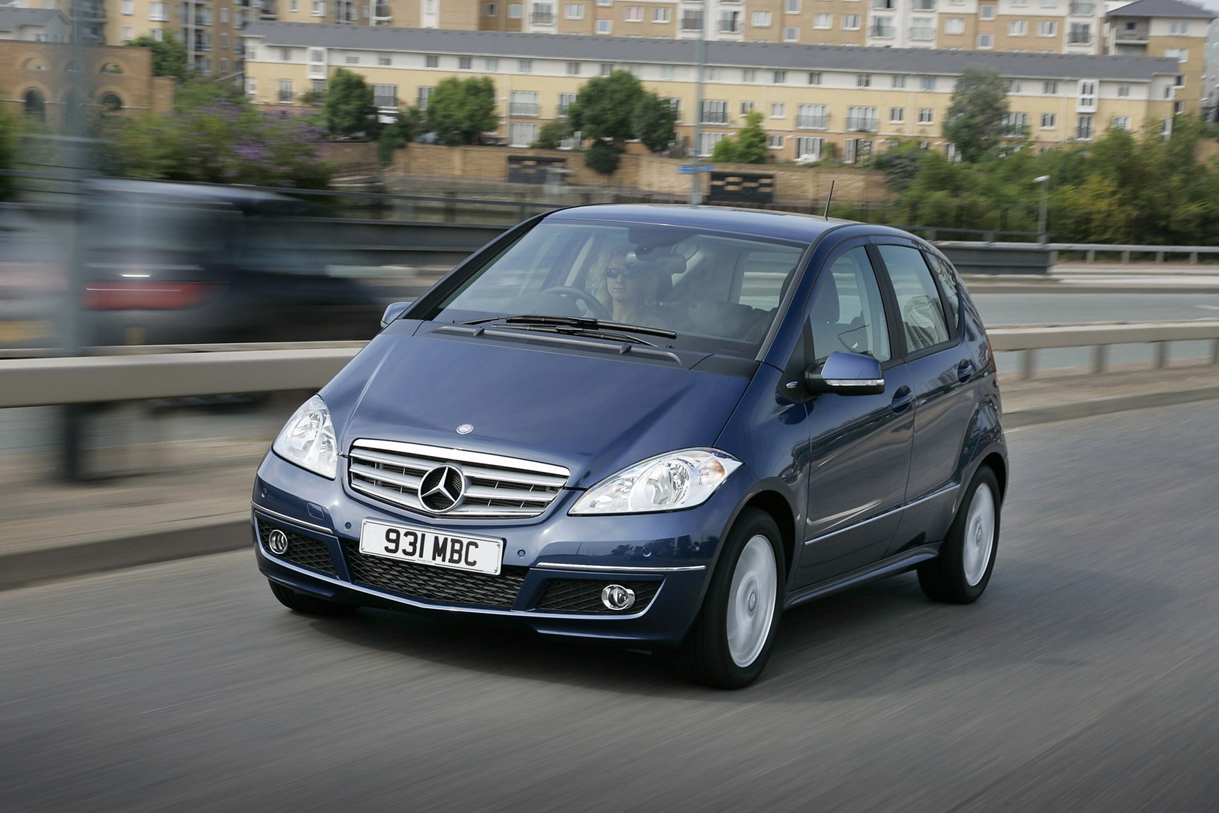 Mercedes benz a class hatchback review 2005 2012 parkers for How much is a new mercedes benz