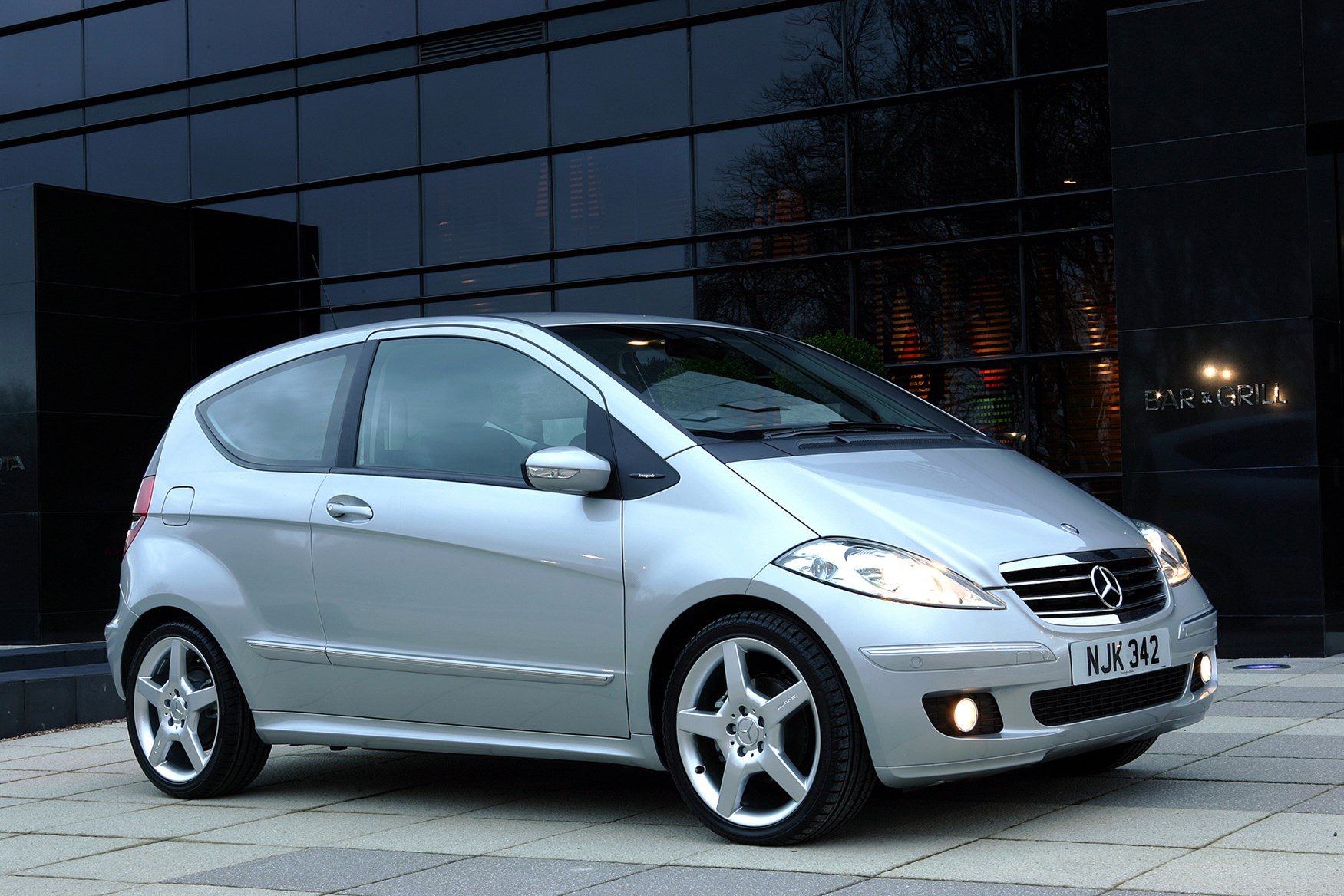 Mercedes benz a class hatchback review 2005 2012 parkers for Mercedes benz how much