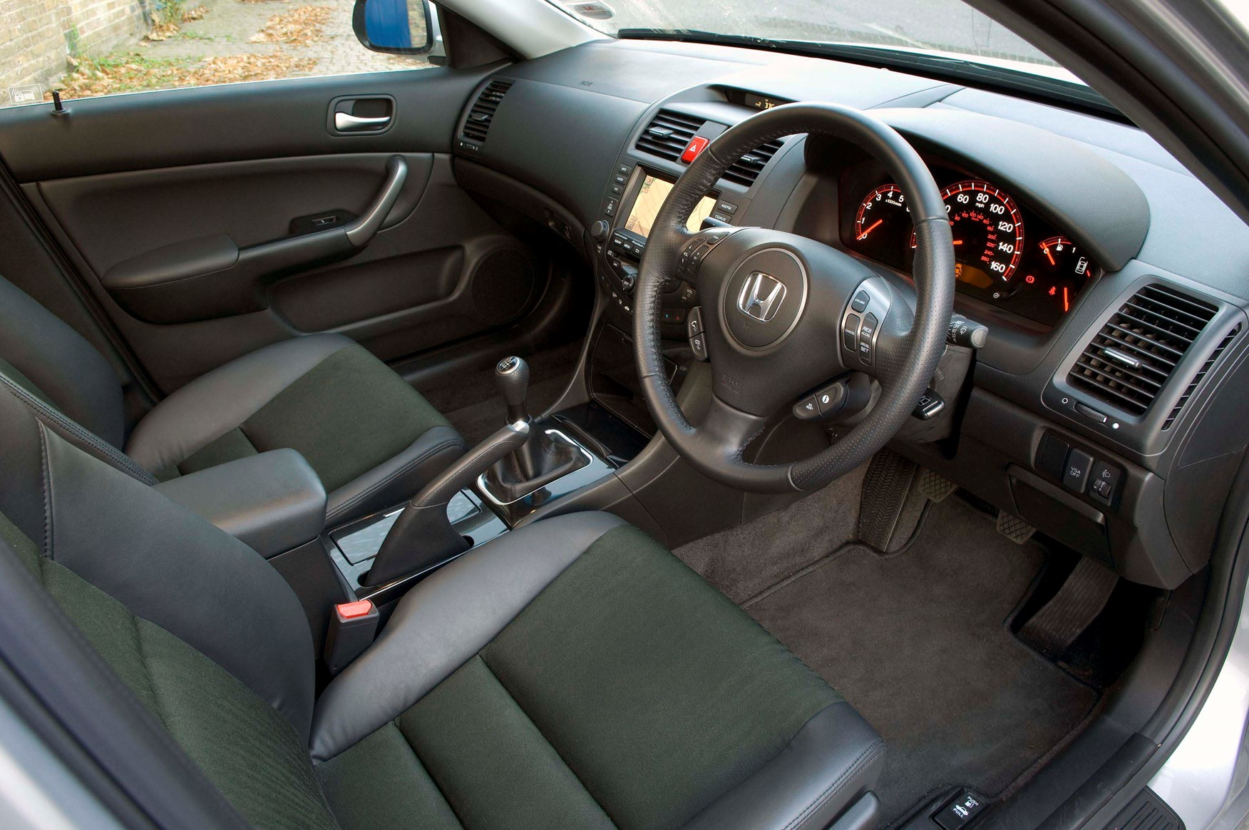 Honda Accord Tourer 2003 2008 Features Equipment And Accessories Parkers