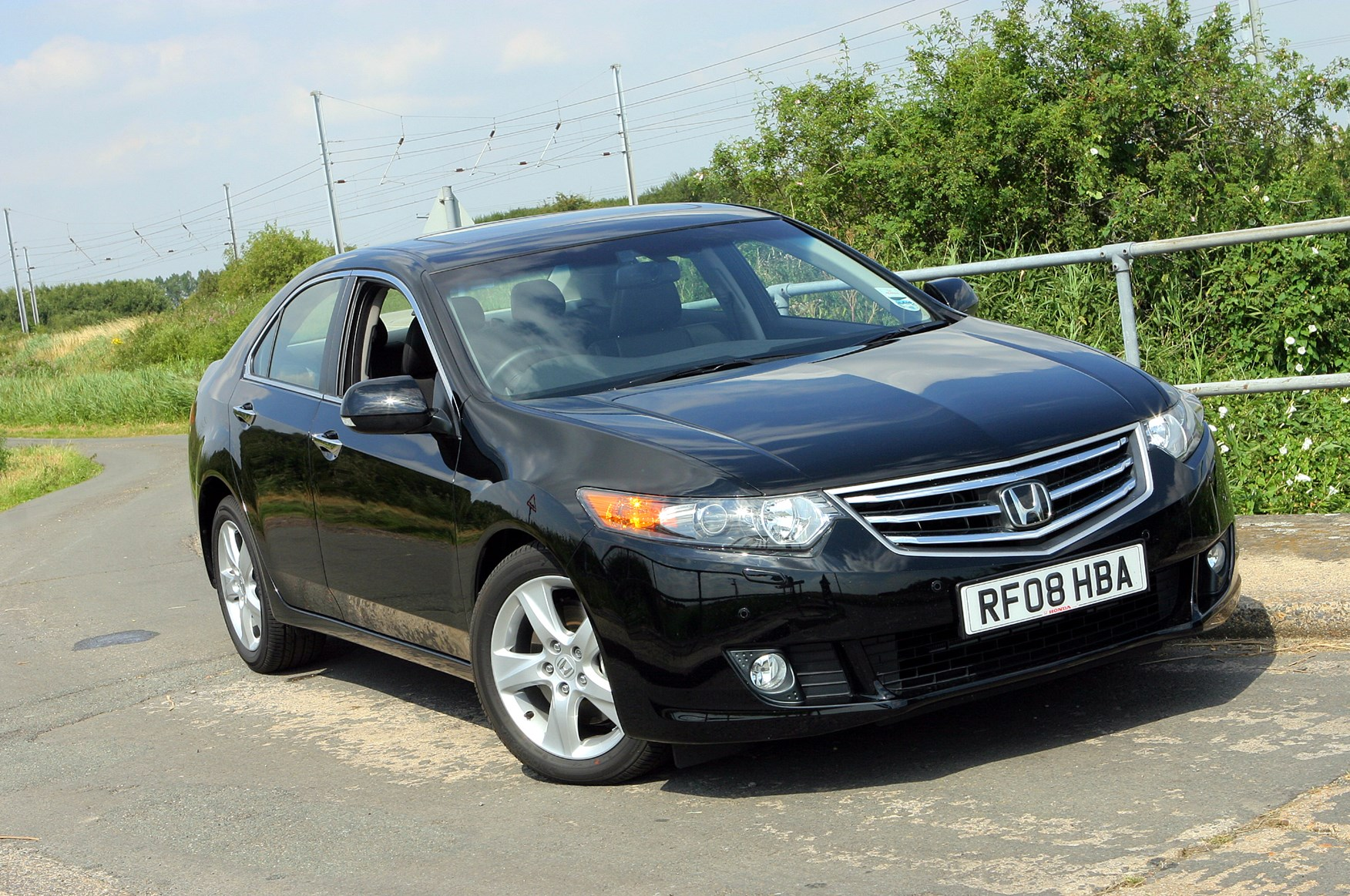 Honda accord saloon 2008 2015 buying and selling parkers for How much is a honda accord