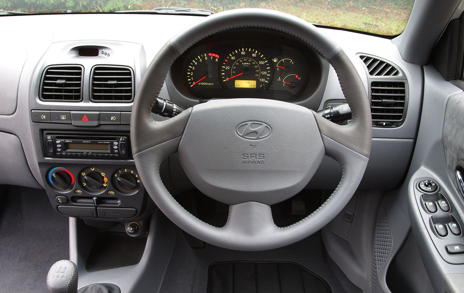 Hyundai Accent Hatchback >> Hyundai Accent Hatchback (2000 - 2005) Features, Equipment ...