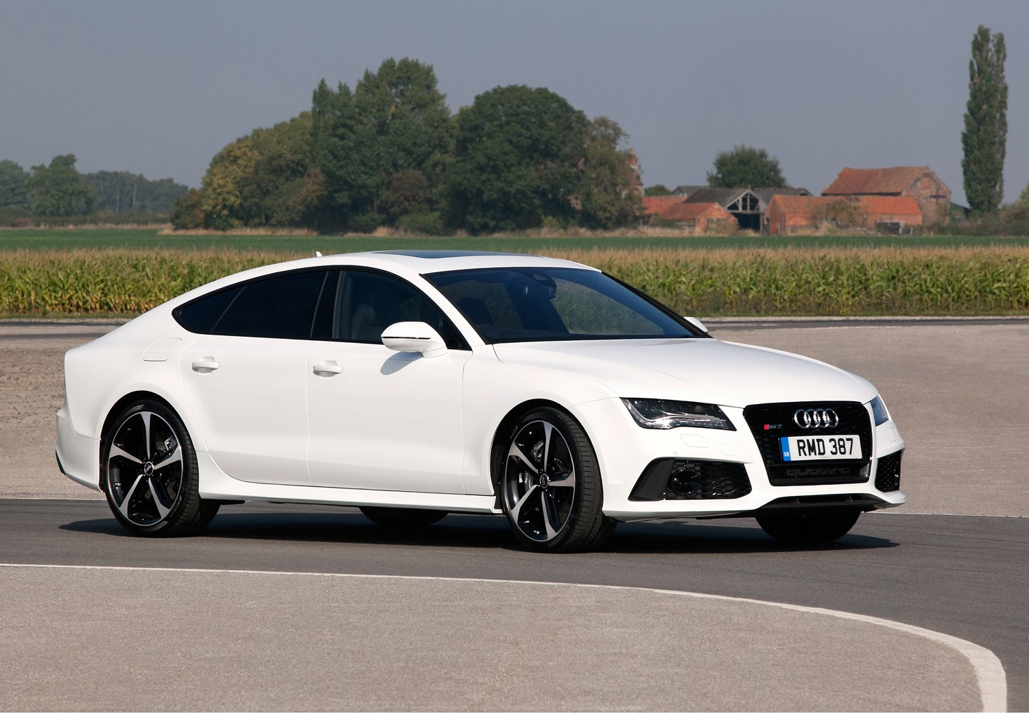 audi a7 rs7 sportback 2013 features equipment and accessories parkers. Black Bedroom Furniture Sets. Home Design Ideas