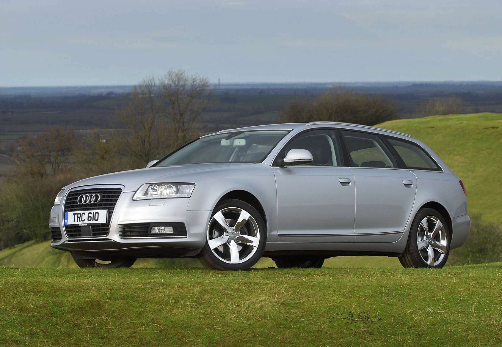 Audi a6 avant 2005 2011 features equipment and accessories parkers