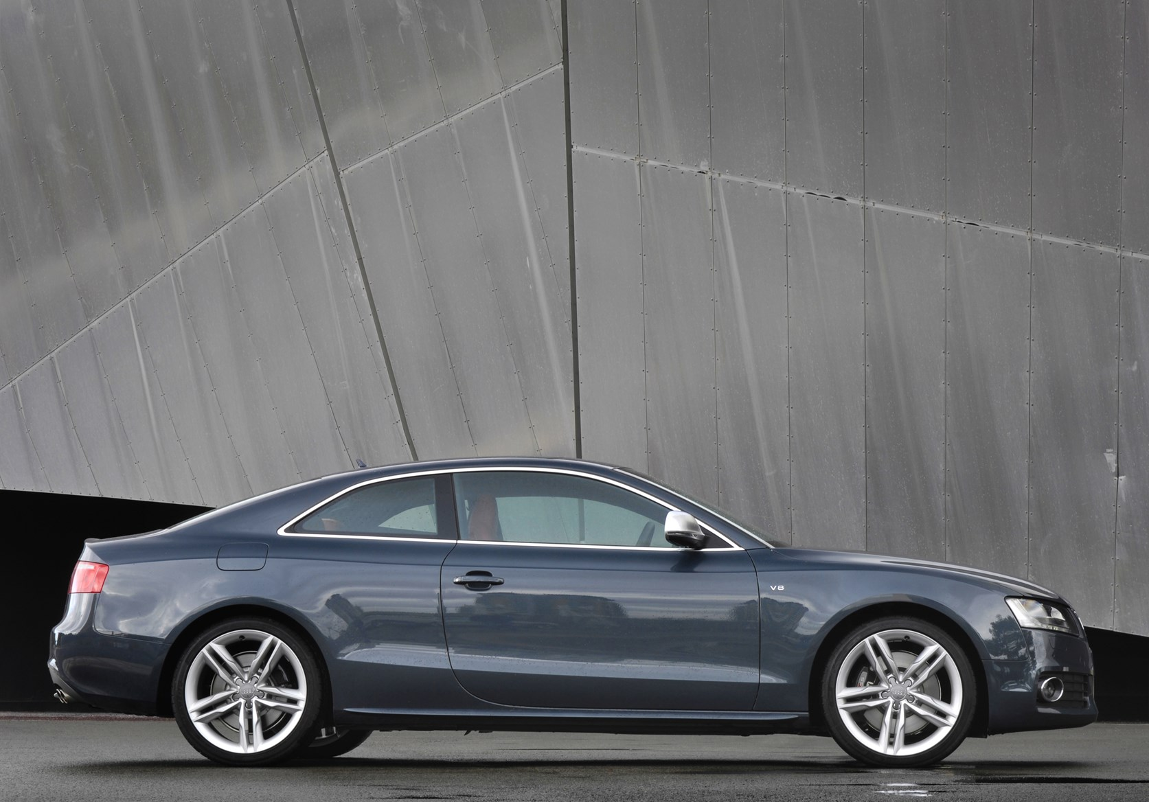audi a5 s5 2007 2017 features equipment and. Black Bedroom Furniture Sets. Home Design Ideas