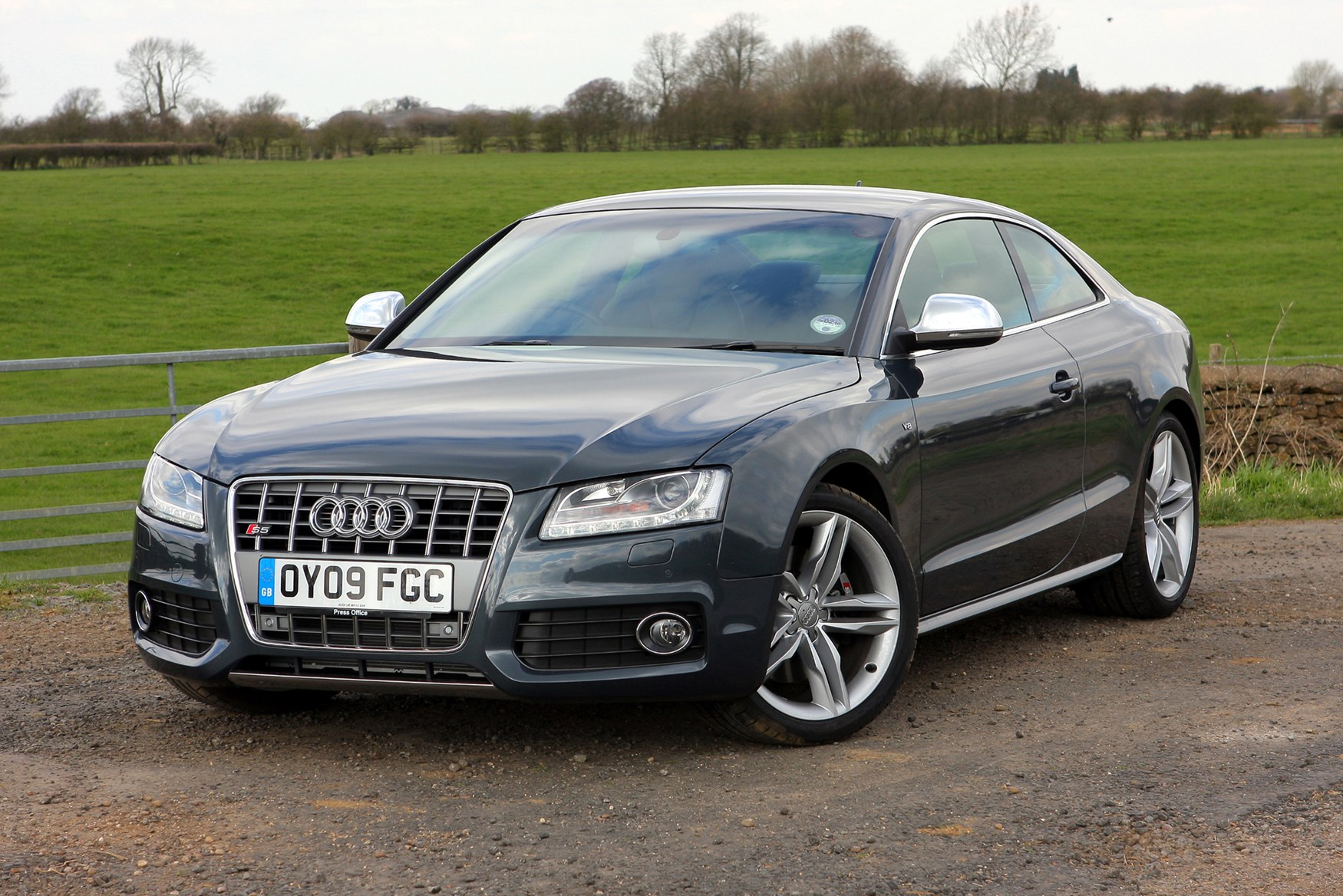 audi a5 s5 2007 2017 features equipment and accessories parkers. Black Bedroom Furniture Sets. Home Design Ideas