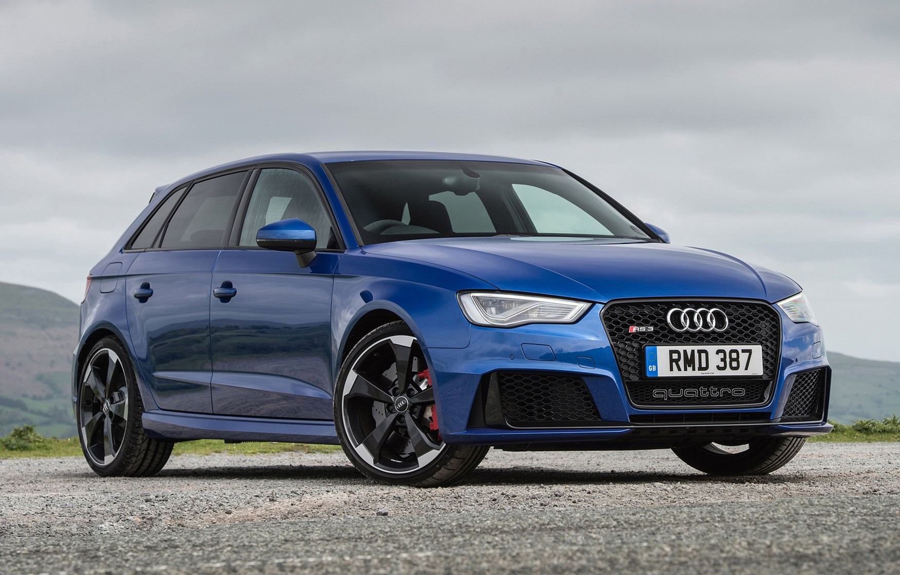 audi a3 rs3 sportback 2015 2016 features equipment and accessories parkers. Black Bedroom Furniture Sets. Home Design Ideas