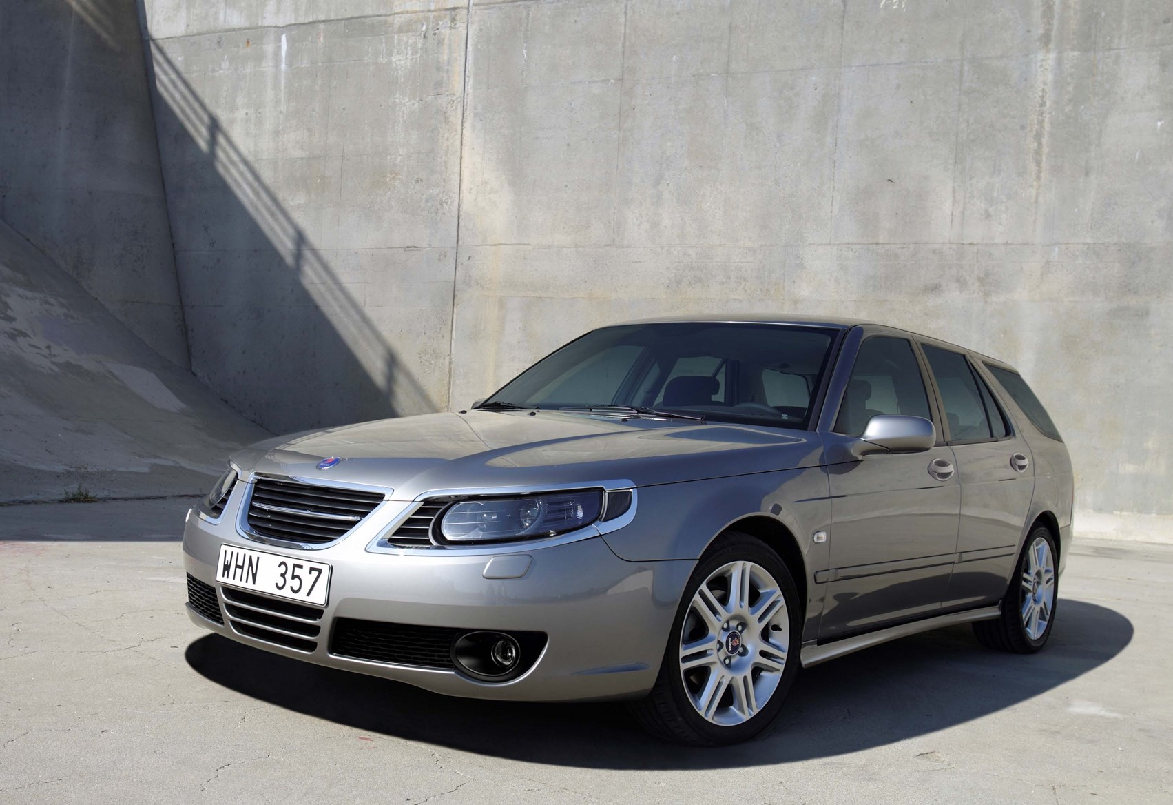 Saab 9-5 Estate Review (2005 - 2010) | Parkers
