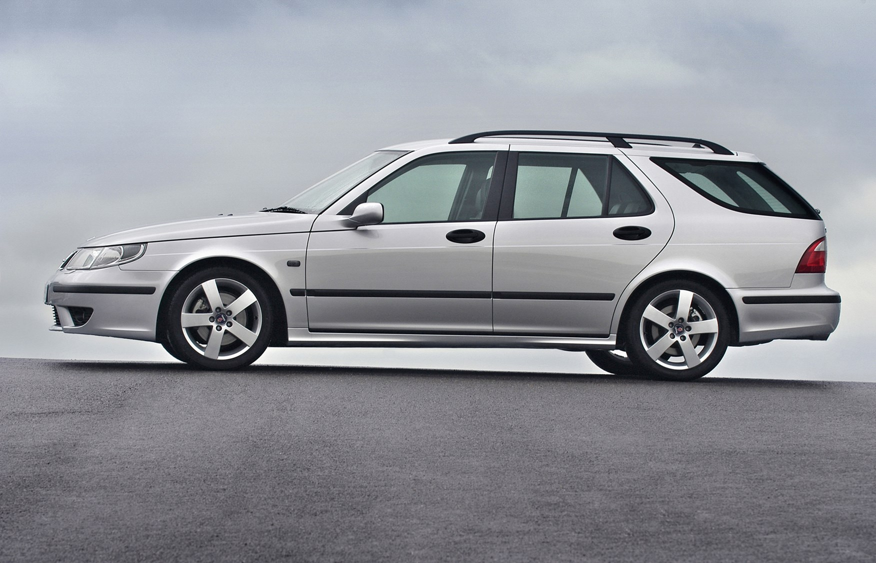 saab   estate review   parkers