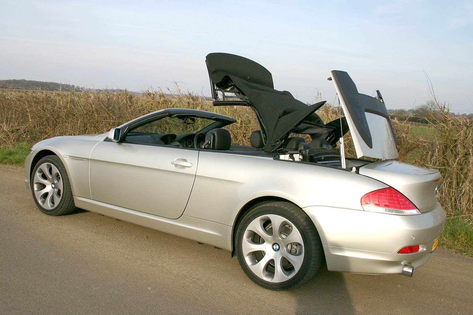 bmw 6 series convertible 2004 2010 features equipment and accessories parkers. Black Bedroom Furniture Sets. Home Design Ideas