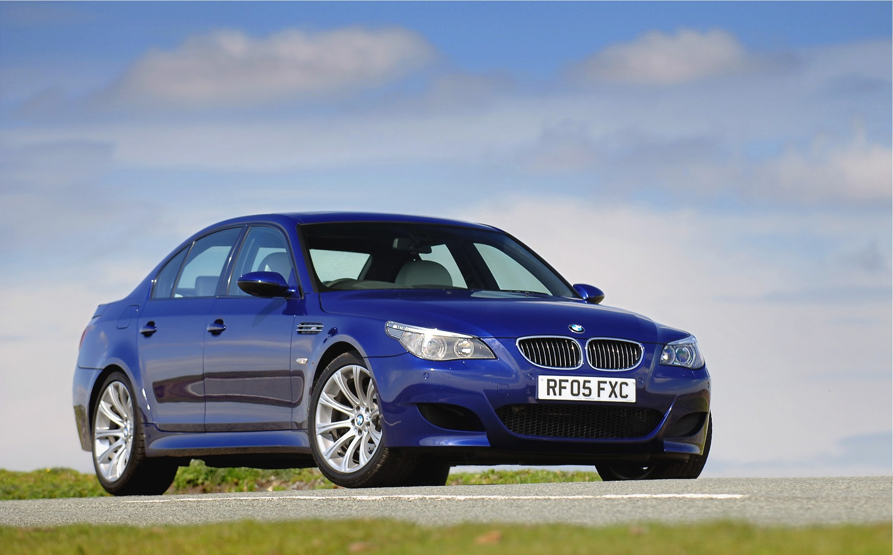 bmw 5 series m5 2005 2010 features equipment and accessories parkers. Black Bedroom Furniture Sets. Home Design Ideas
