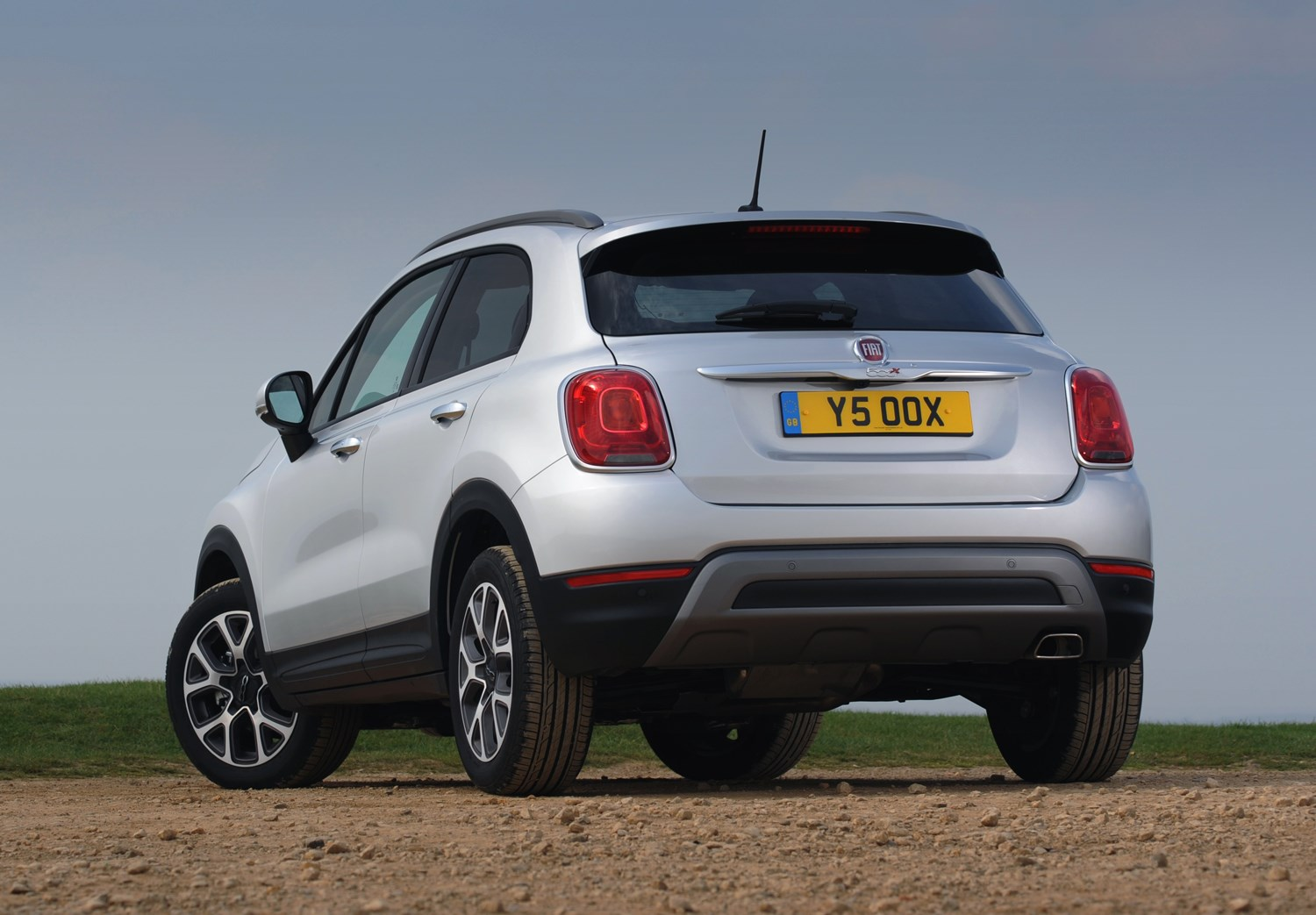 fiat 500x 4x4 2015 features equipment and accessories parkers. Black Bedroom Furniture Sets. Home Design Ideas