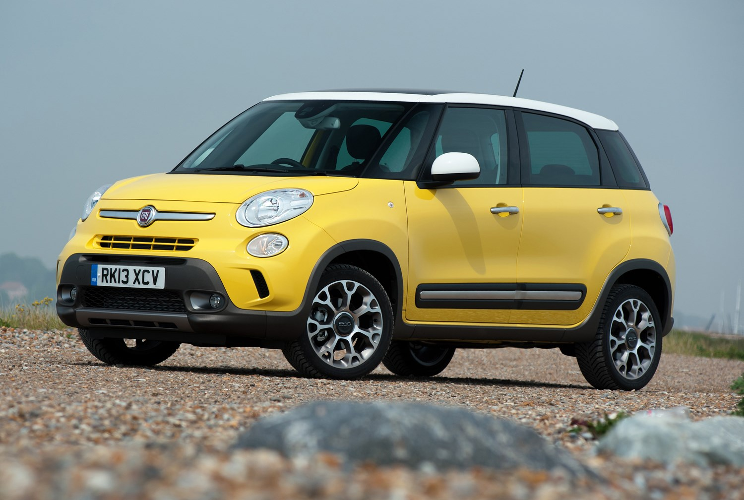fiat 500l hatchback 2012 features equipment and accessories parkers. Black Bedroom Furniture Sets. Home Design Ideas