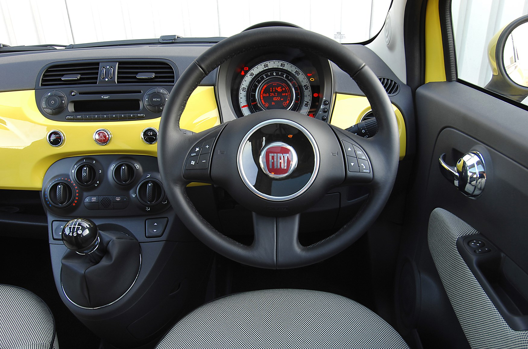 Fiat 500 Hatchback 2008 Features Equipment And Accessories Parkers