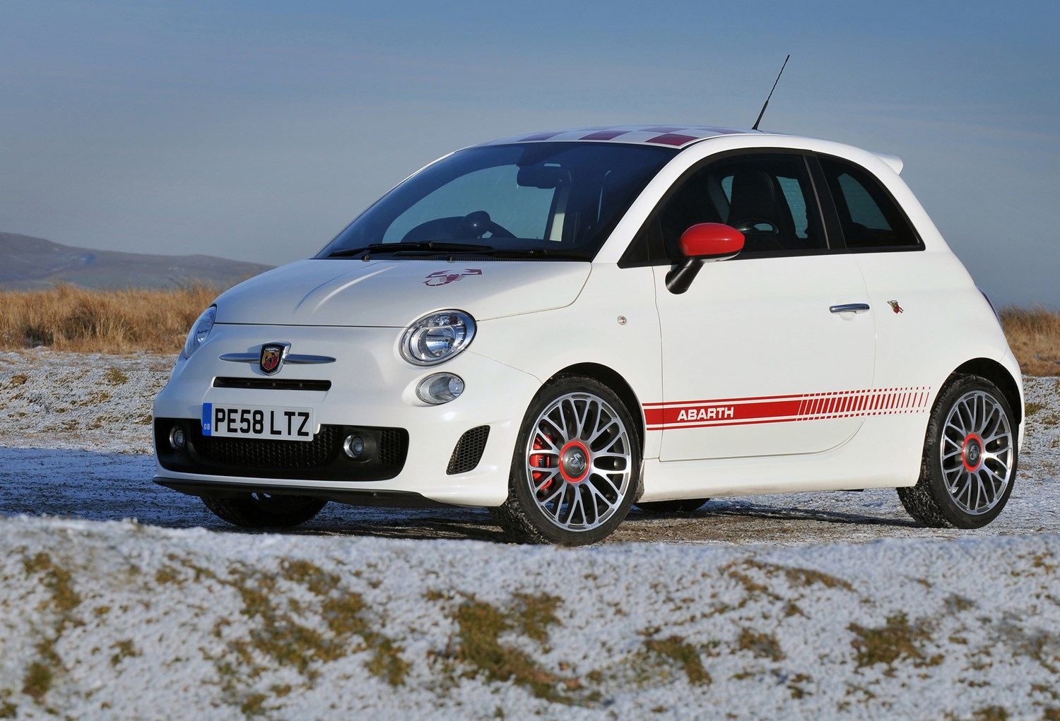 abarth 500 hatchback review 2009 2015 parkers. Black Bedroom Furniture Sets. Home Design Ideas