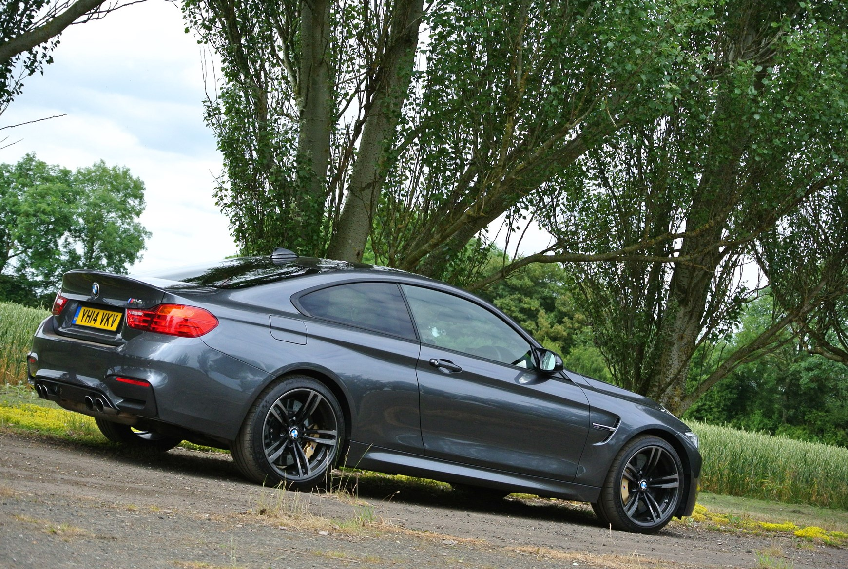 bmw 4 series m4 2014 features equipment and accessories parkers. Black Bedroom Furniture Sets. Home Design Ideas