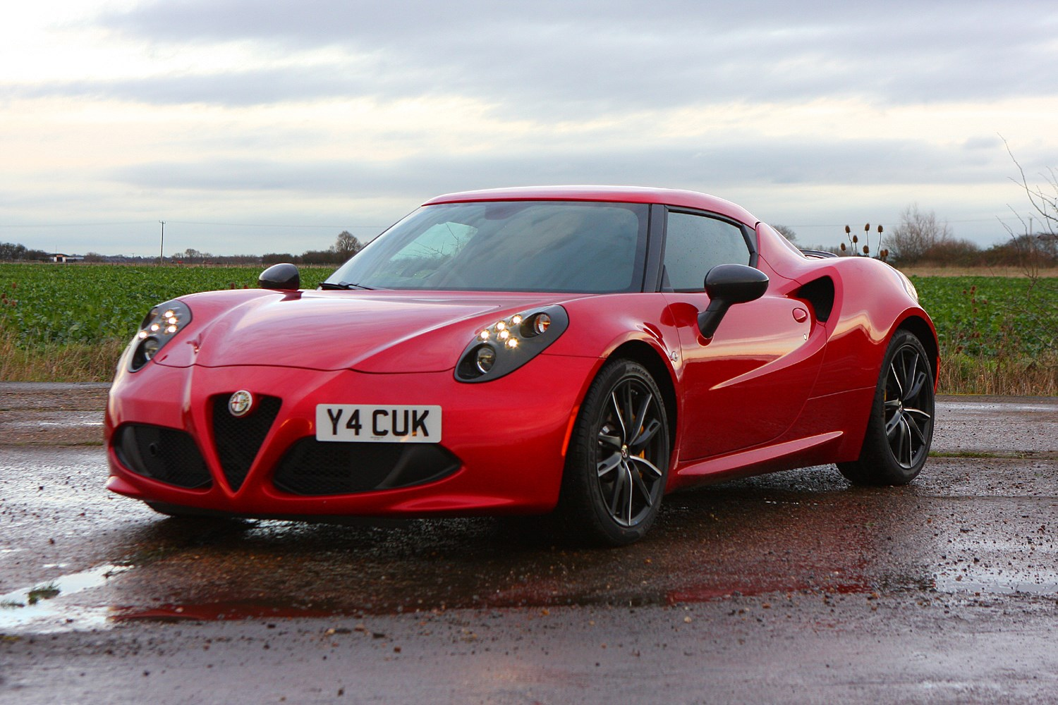 alfa romeo 4c coupe 2013 buying and selling parkers. Black Bedroom Furniture Sets. Home Design Ideas
