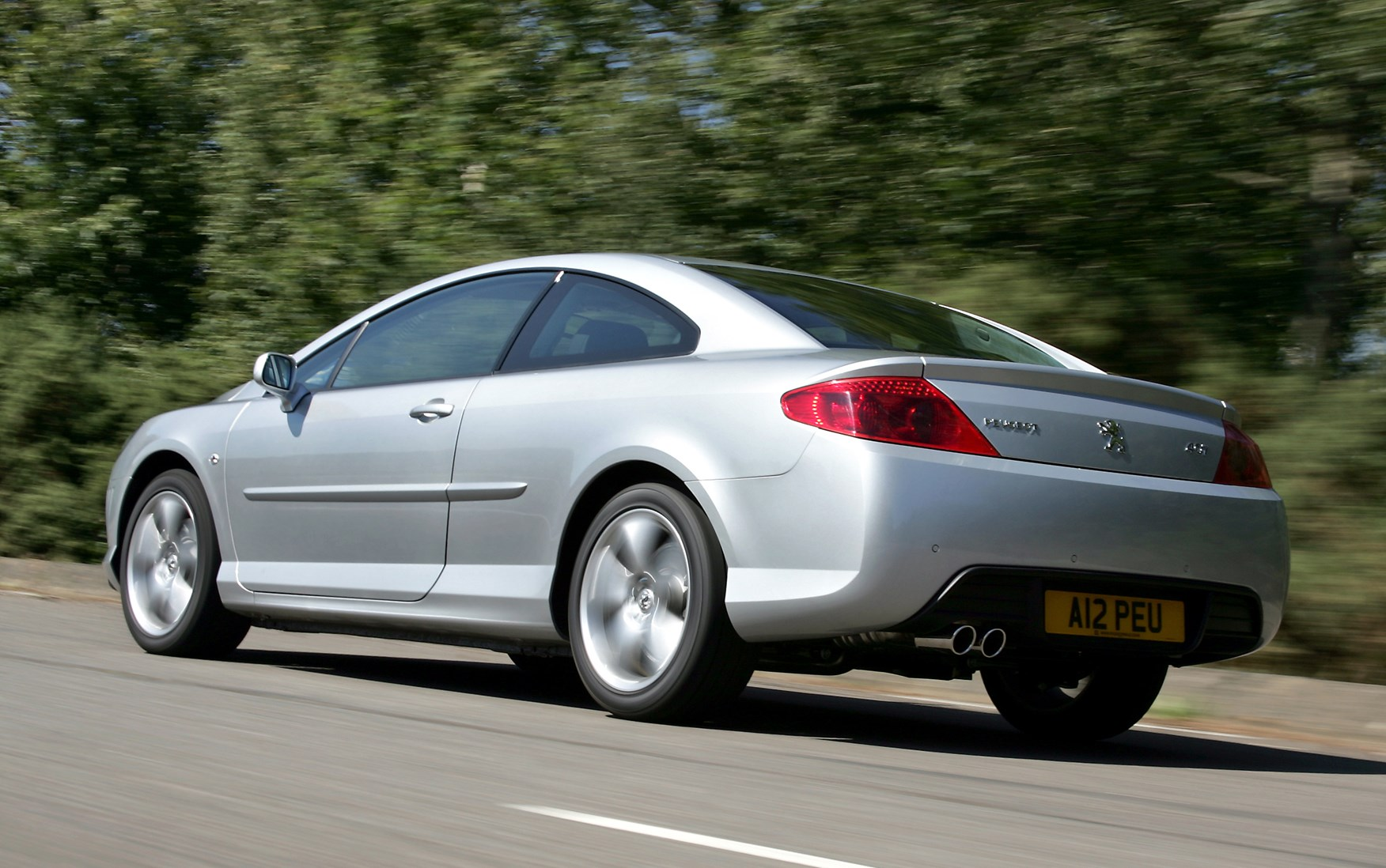 peugeot 407 coup 2006 2010 features equipment and accessories parkers. Black Bedroom Furniture Sets. Home Design Ideas