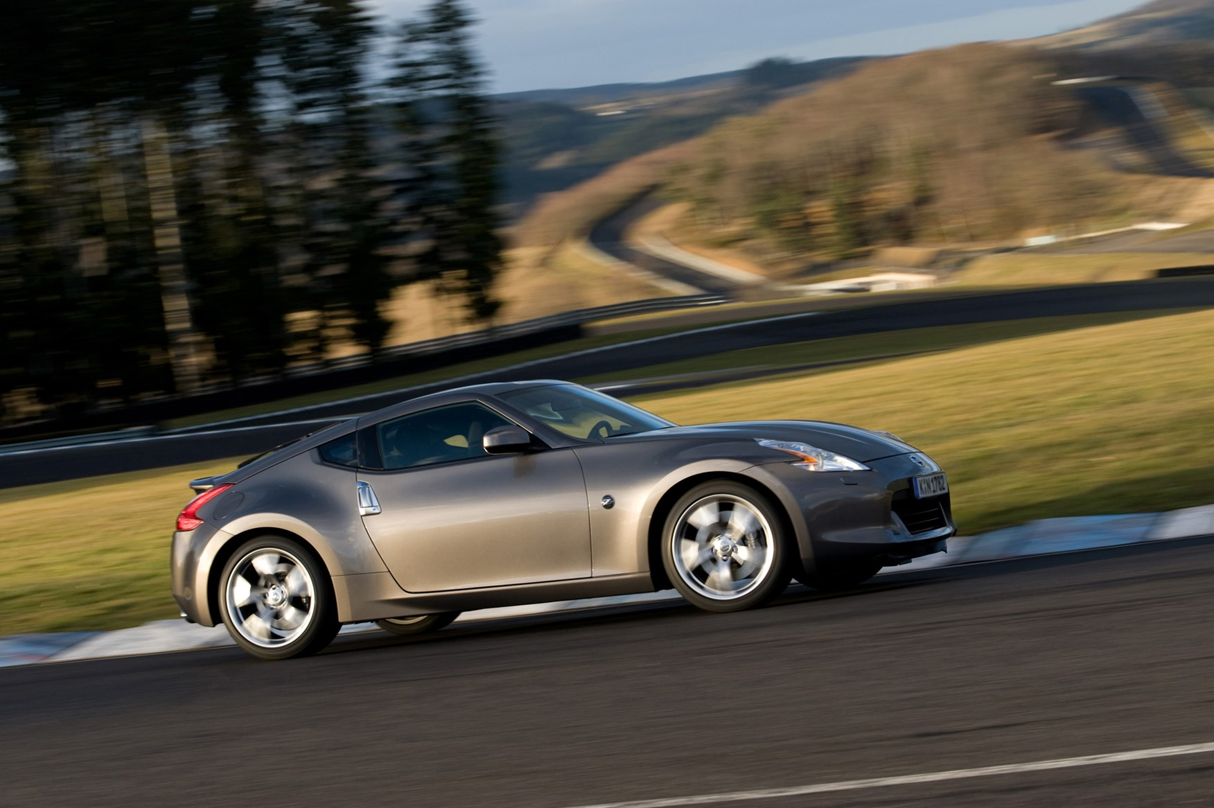 Nissan 370Z Coupe Review (2009 - ) | Parkers
