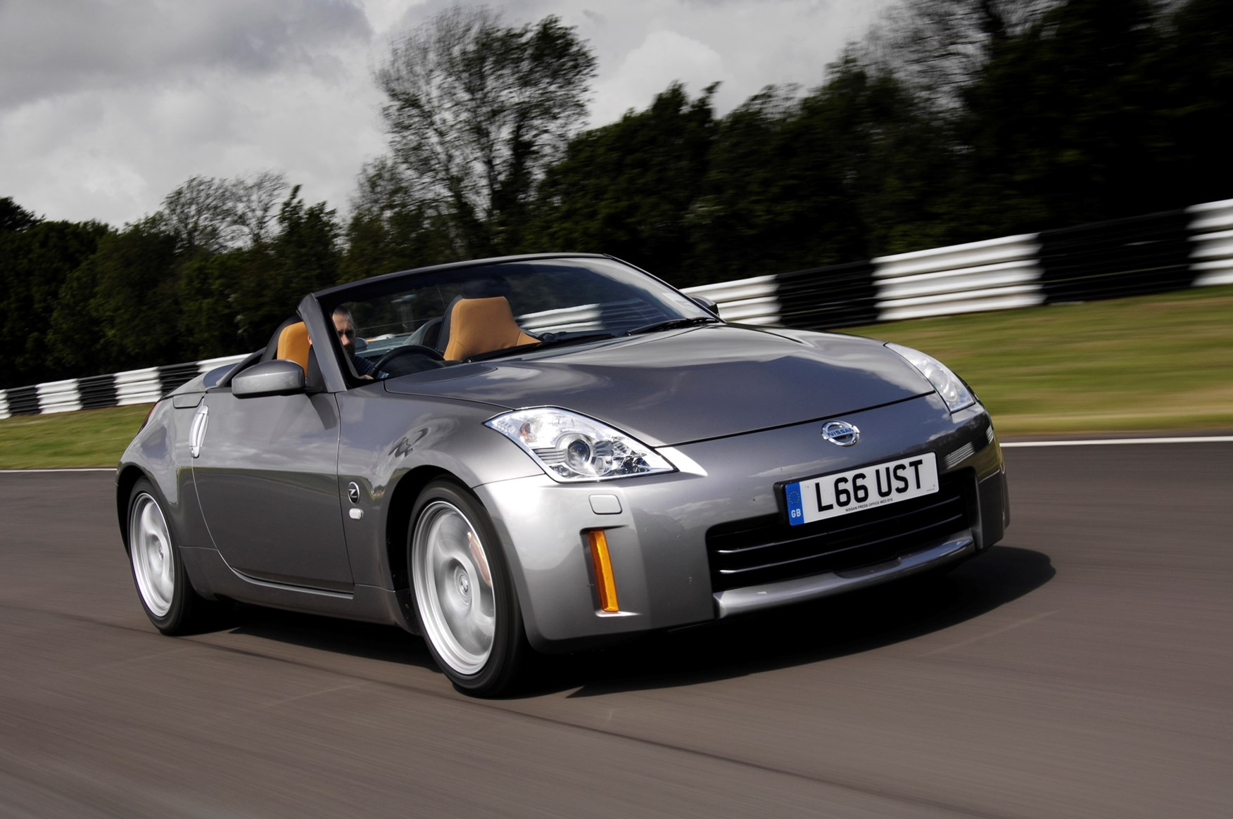 Nissan 350Z Roadster Review (2005 - 2010) | Parkers