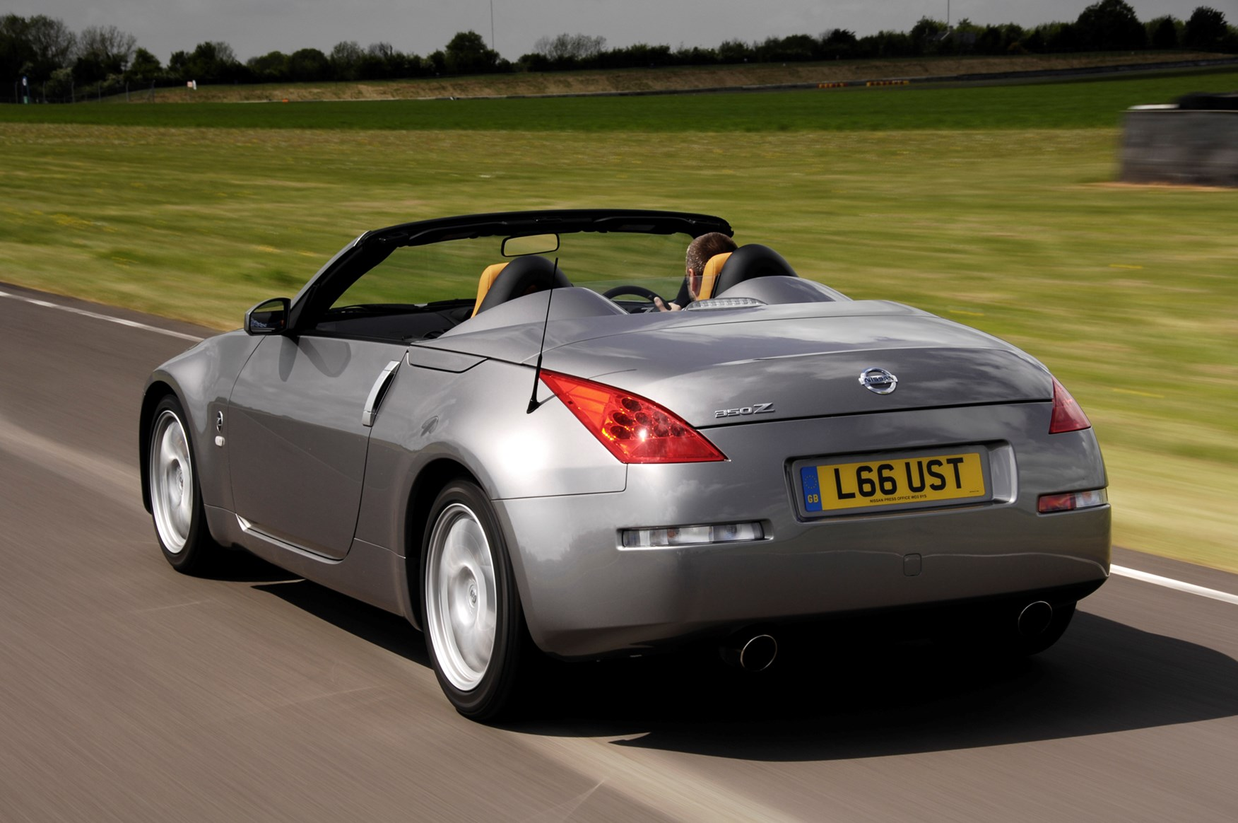 Nissan 350z roadster 2005 2010 features equipment and nissan 350z roadster 2005 2010 features equipment and accessories parkers vanachro Image collections