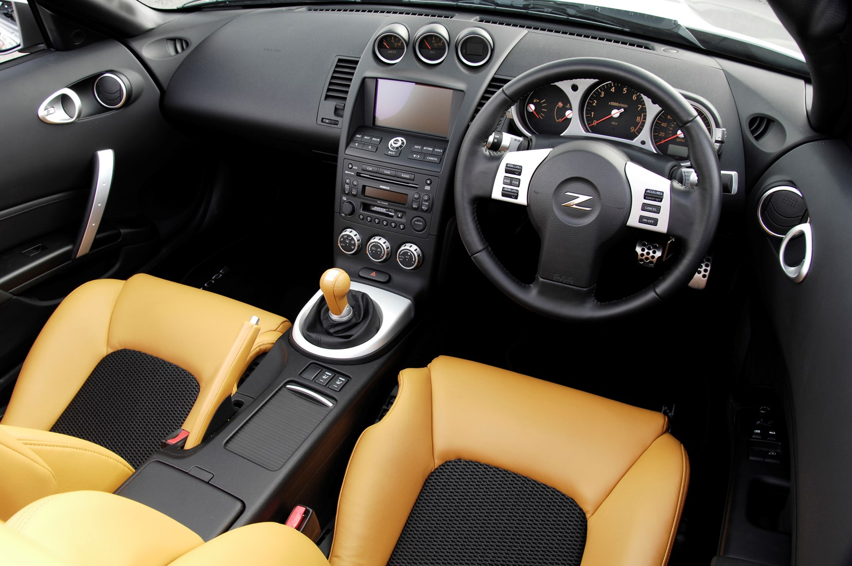Nissan 350z roadster 2005 2010 features equipment and nissan 350z roadster 2005 2010 features equipment and accessories parkers vanachro Images