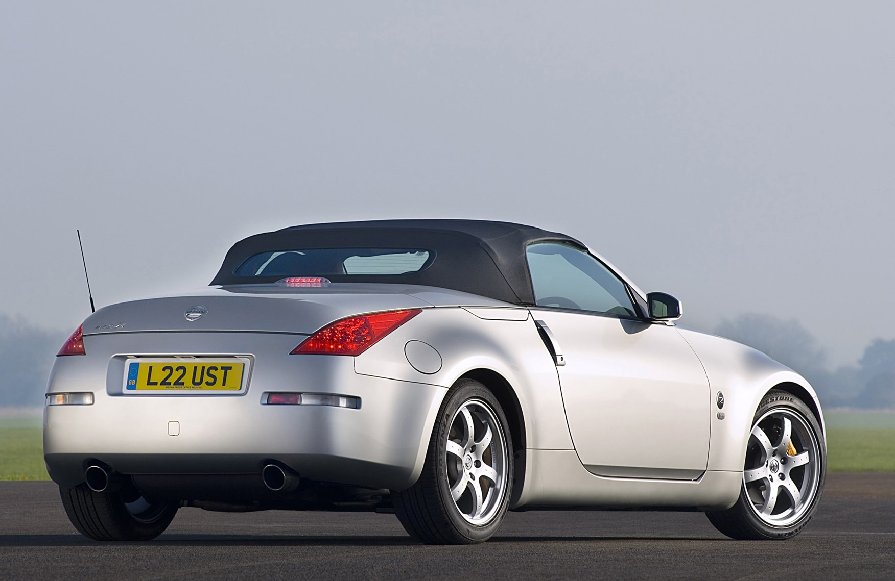 Nissan 350z roadster review 2005 2010 parkers vanachro Choice Image