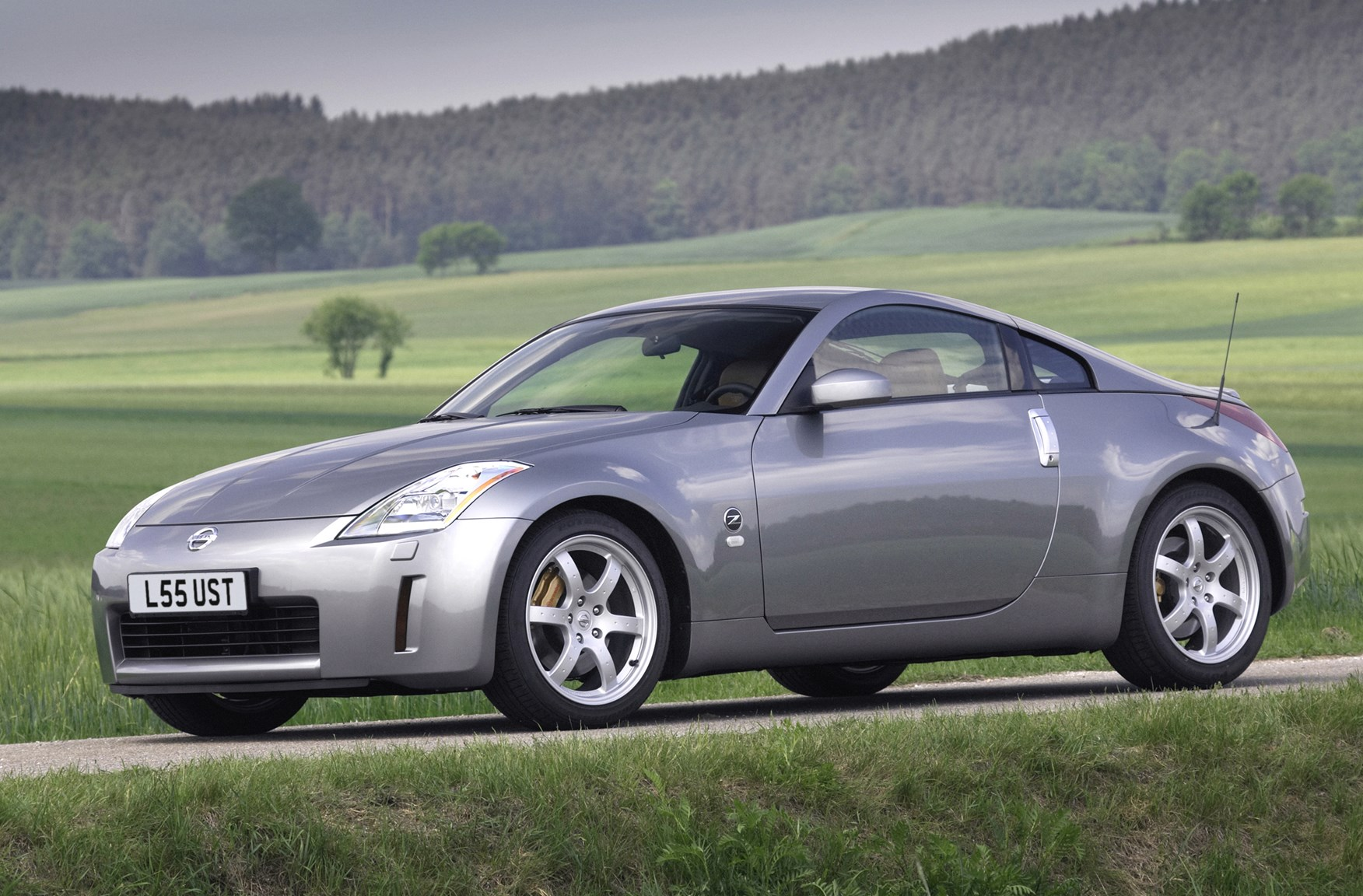 nissan 350z coup review 2003 2010 parkers. Black Bedroom Furniture Sets. Home Design Ideas