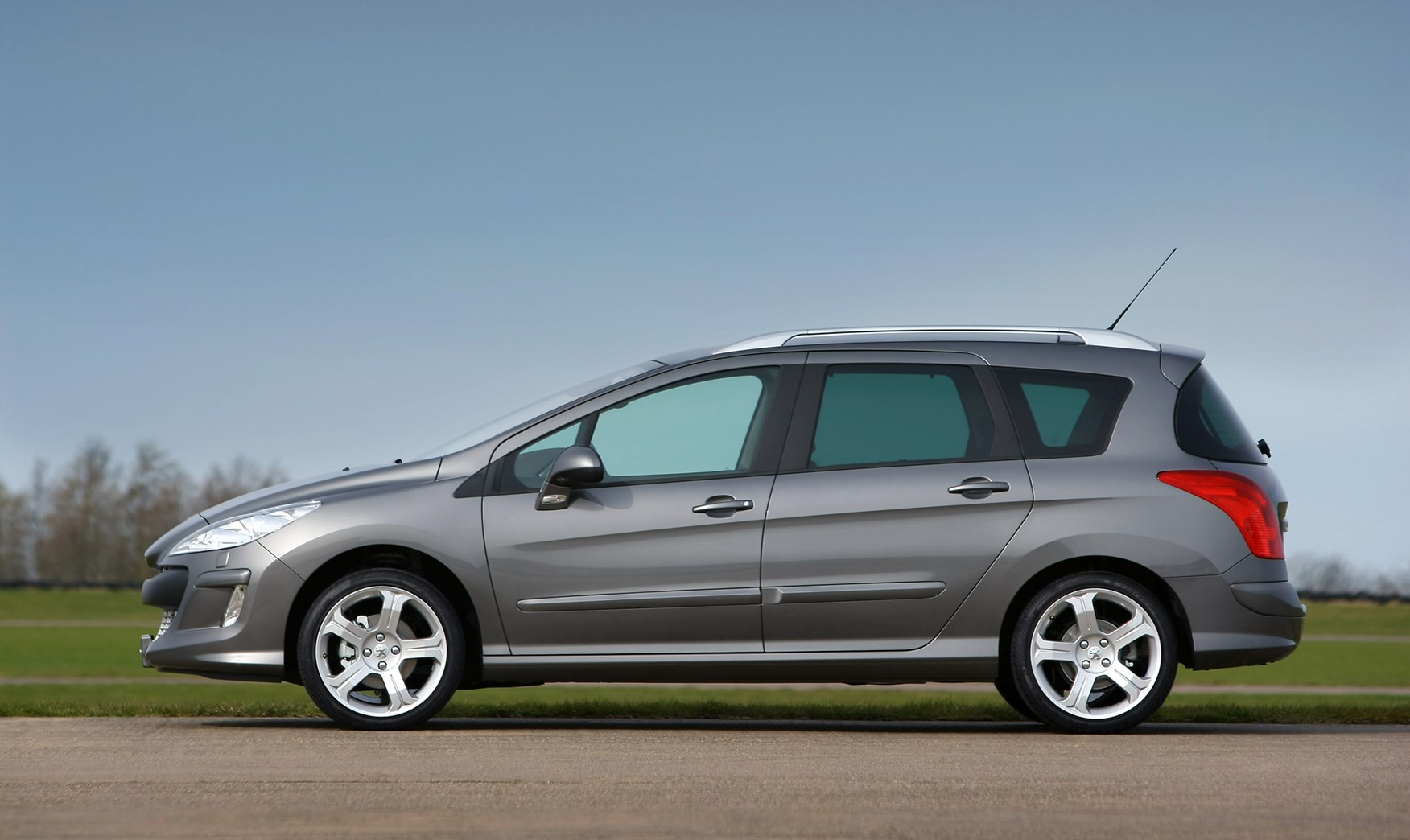 peugeot 308 sw (2008 - 2014) driving & performance | parkers