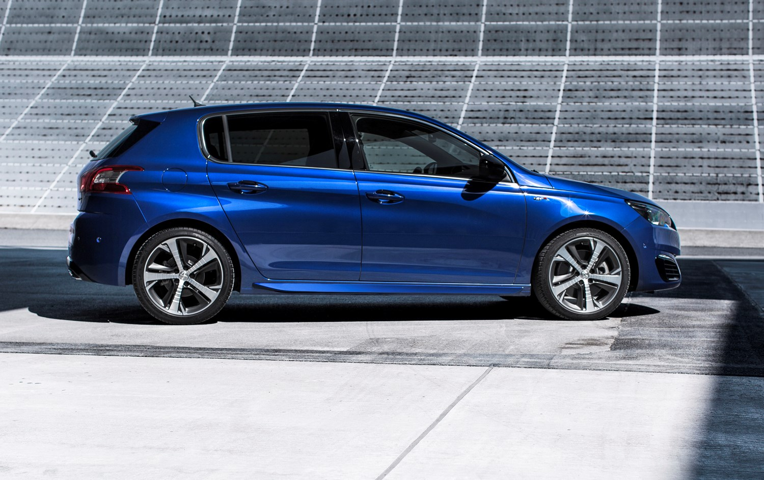 Peugeot 308 GT (2015 - ) Features, Equipment and Accessories | Parkers