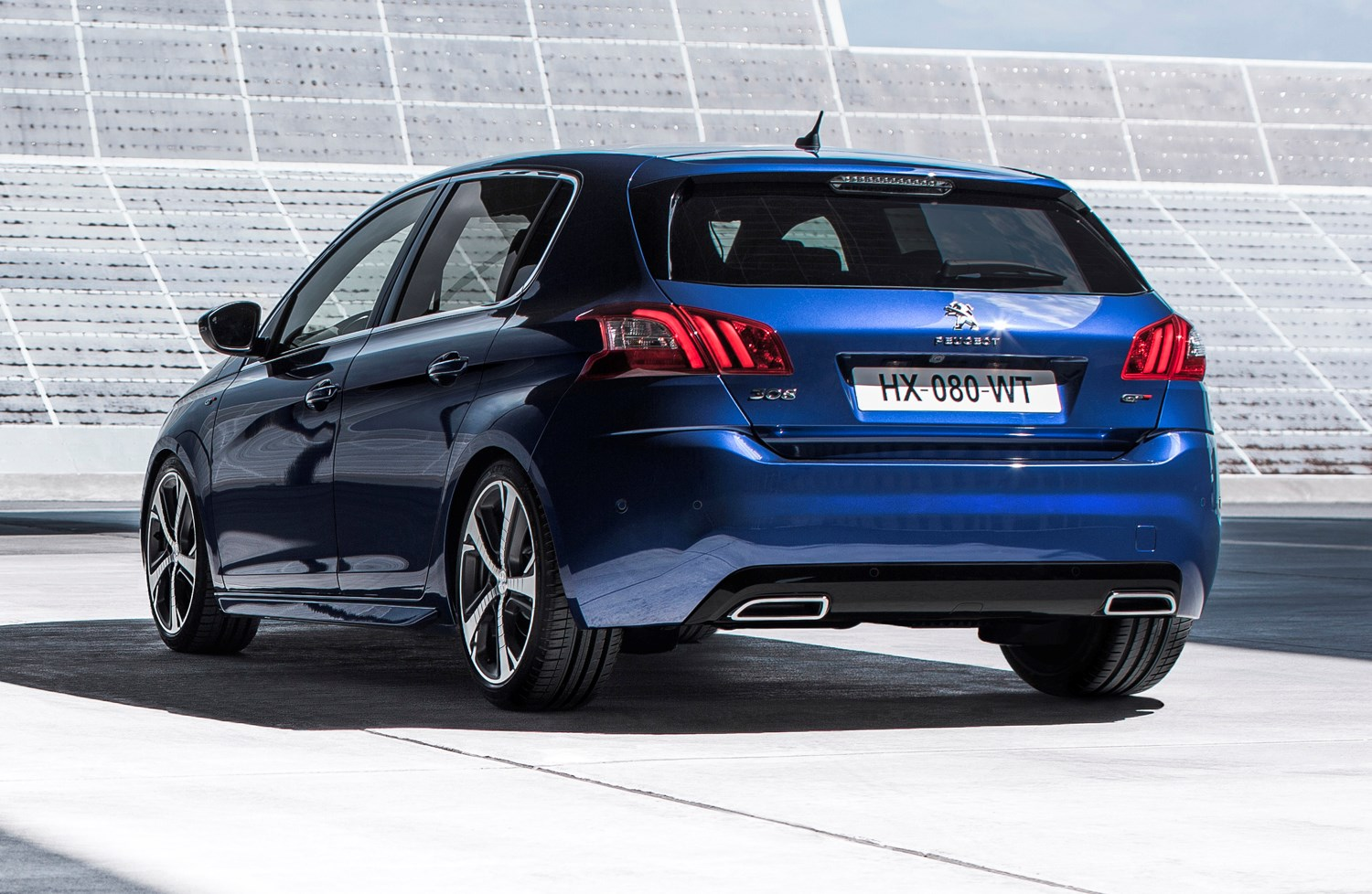 Peugeot 308 Gt 2015 Features Equipment And Accessories Parkers