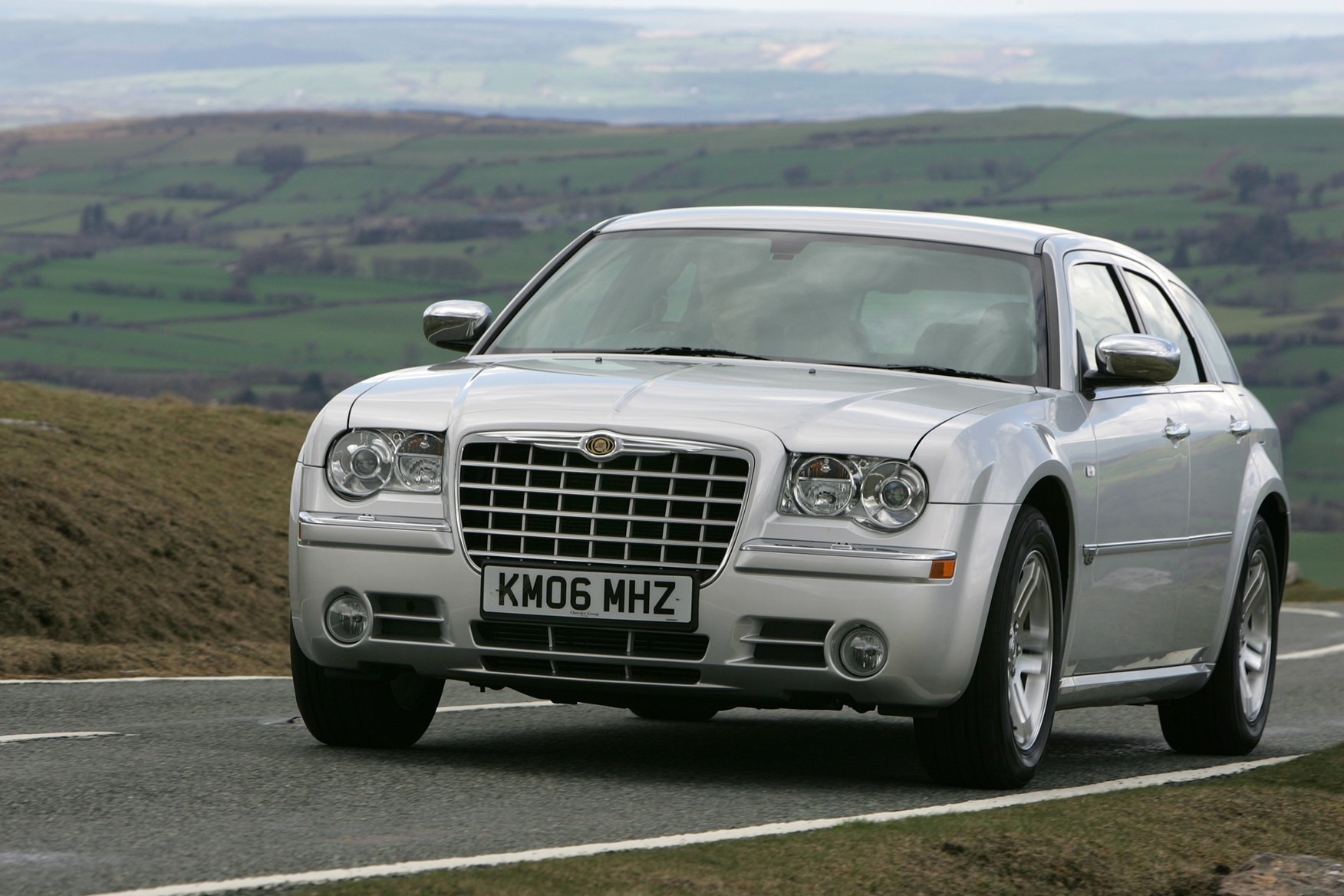 Used chrysler 300c touring 2006 2010 review parkers for Chrysler 300c crd