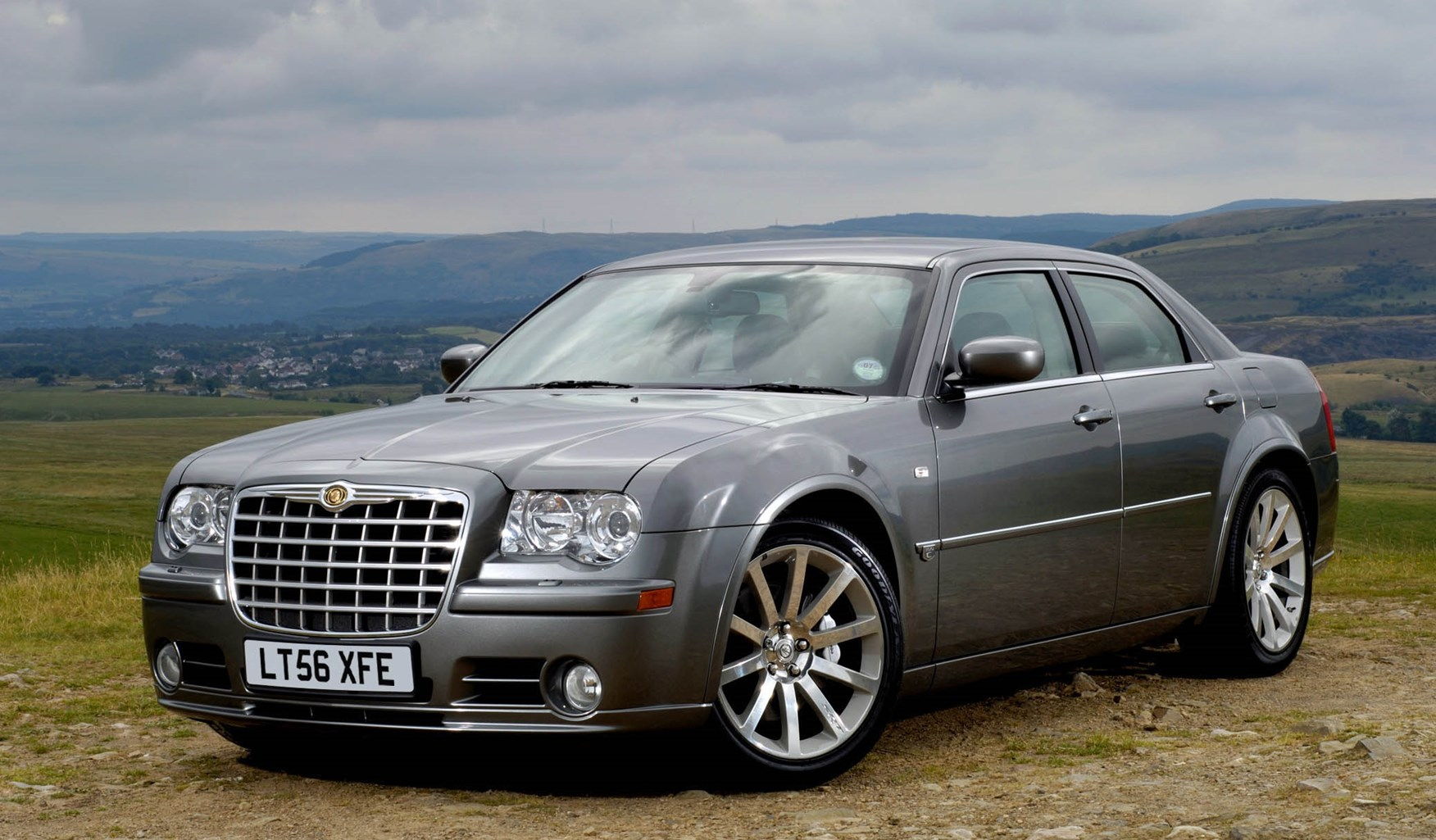 chrysler 300c srt 8 review 2006 2010 parkers. Black Bedroom Furniture Sets. Home Design Ideas