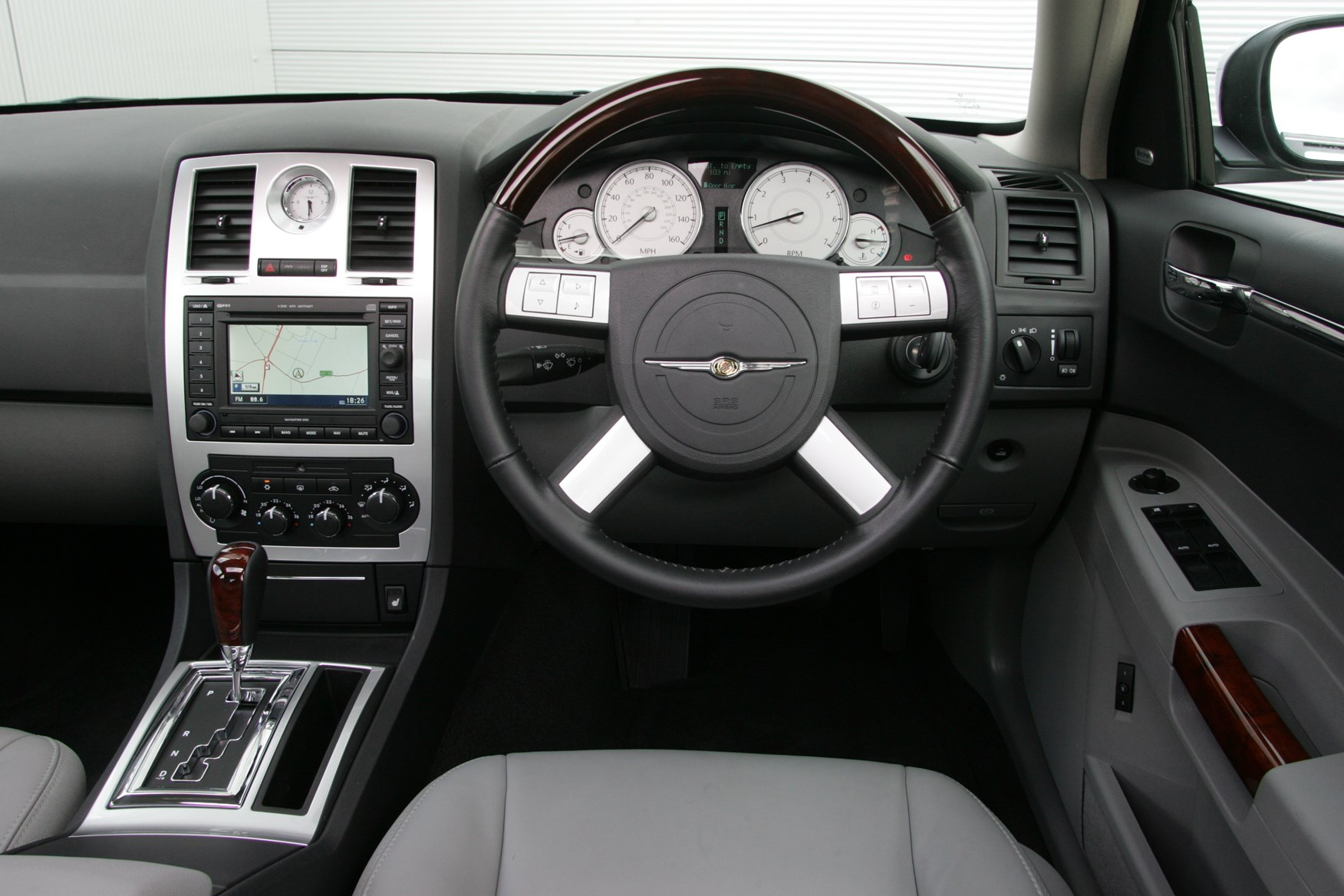 Chrysler 300c saloon review 2005 2010 parkers - Chrysler 300 interior accessories ...