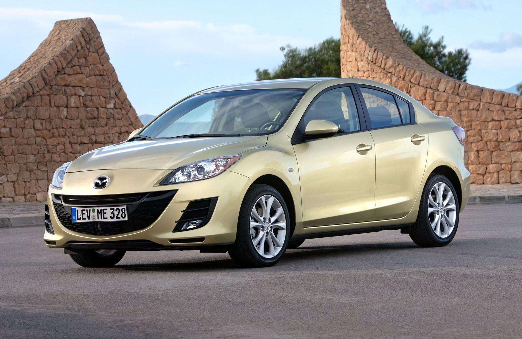 Mazda 3 Saloon Review 2009 2010 Parkers