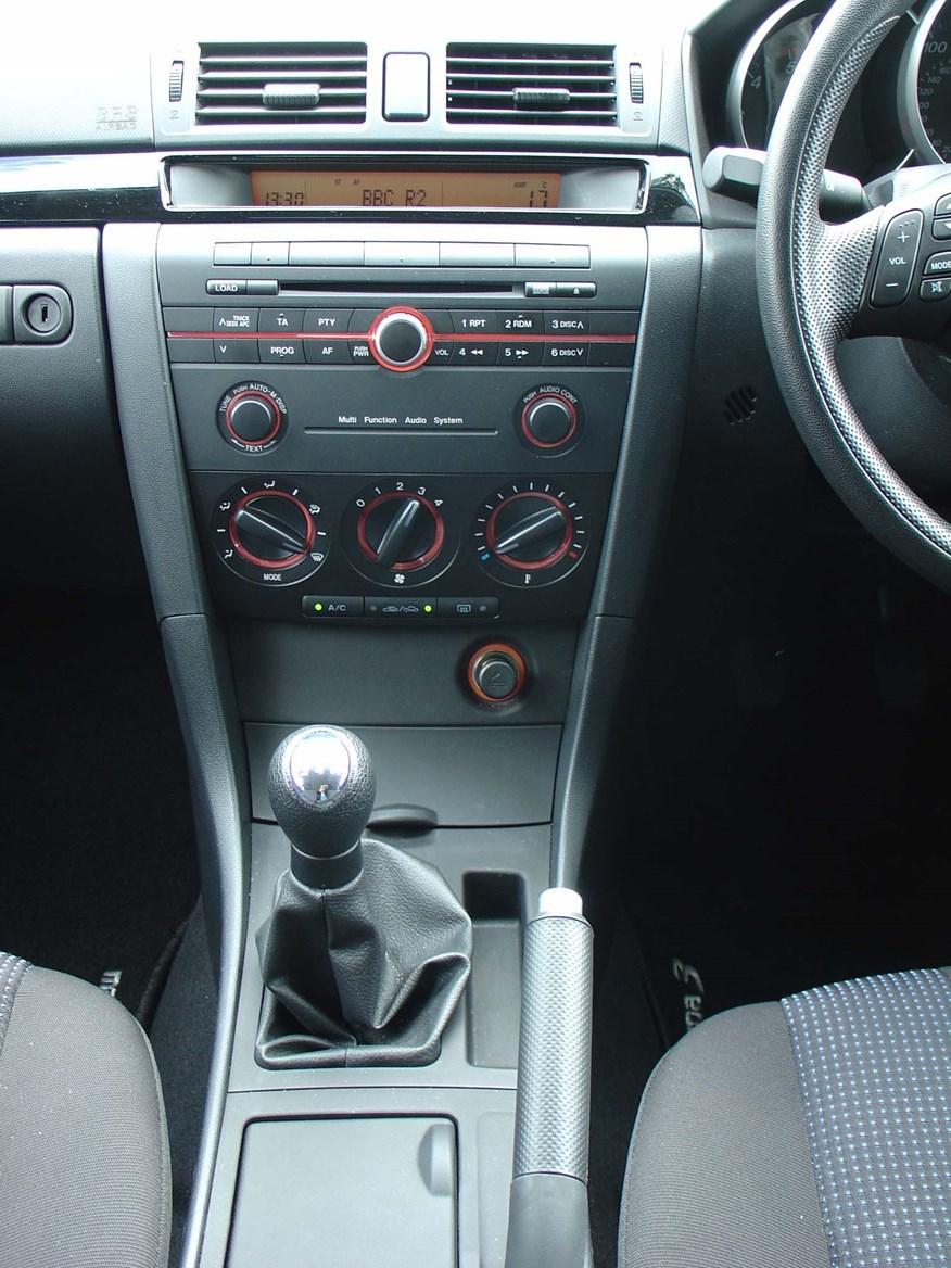 Mazda 3 2006 interior 2006 mazda mazda3 expert reviews - Mazda 3 hatchback interior dimensions ...