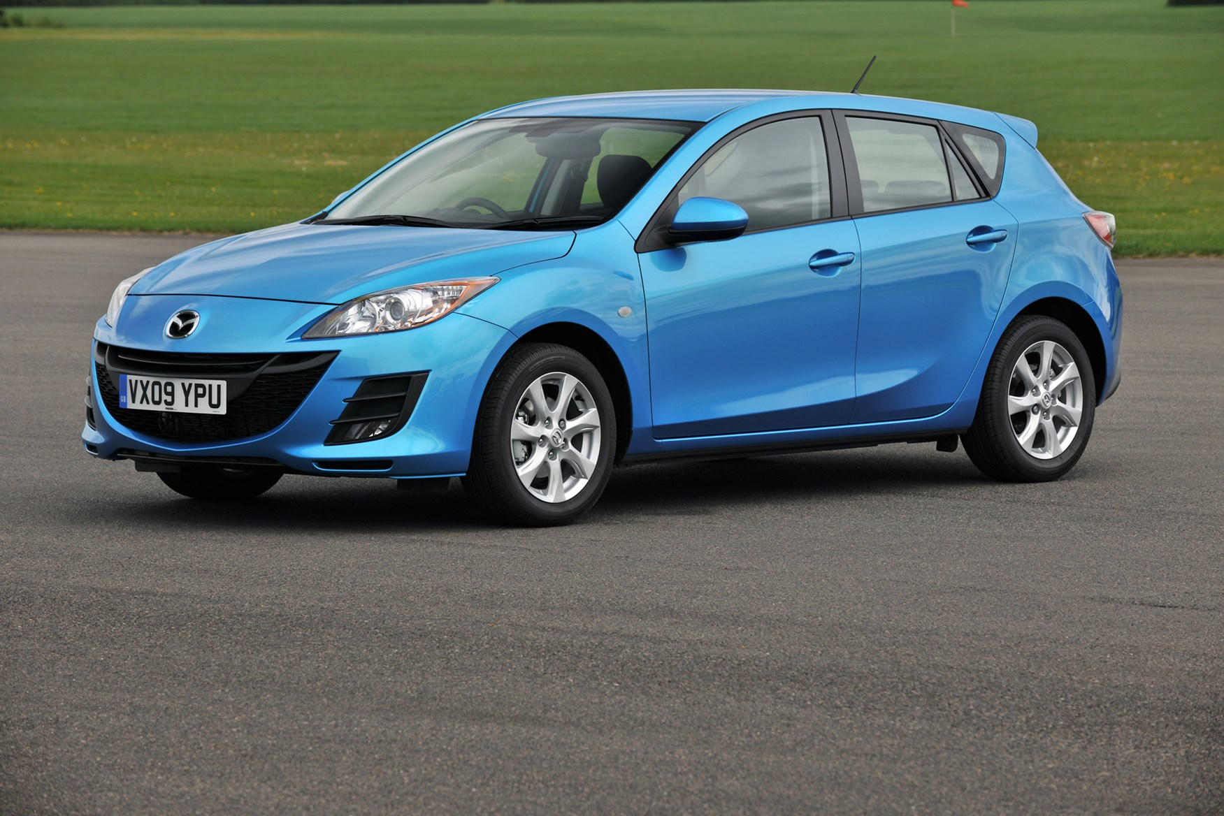 mazda 3 hatchback review 2009 2013 parkers. Black Bedroom Furniture Sets. Home Design Ideas