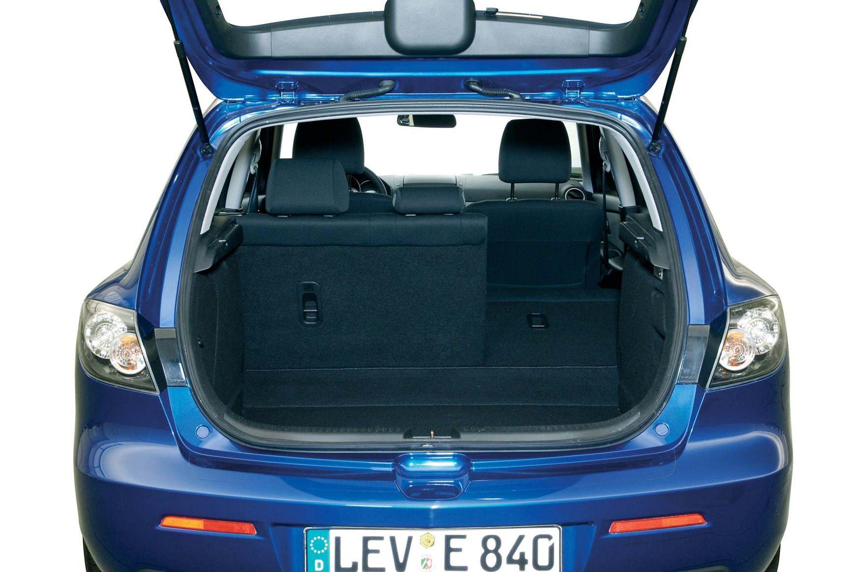 Mazda 3 hatchback review 2004 2008 parkers - 2004 mazda 3 interior accessories ...