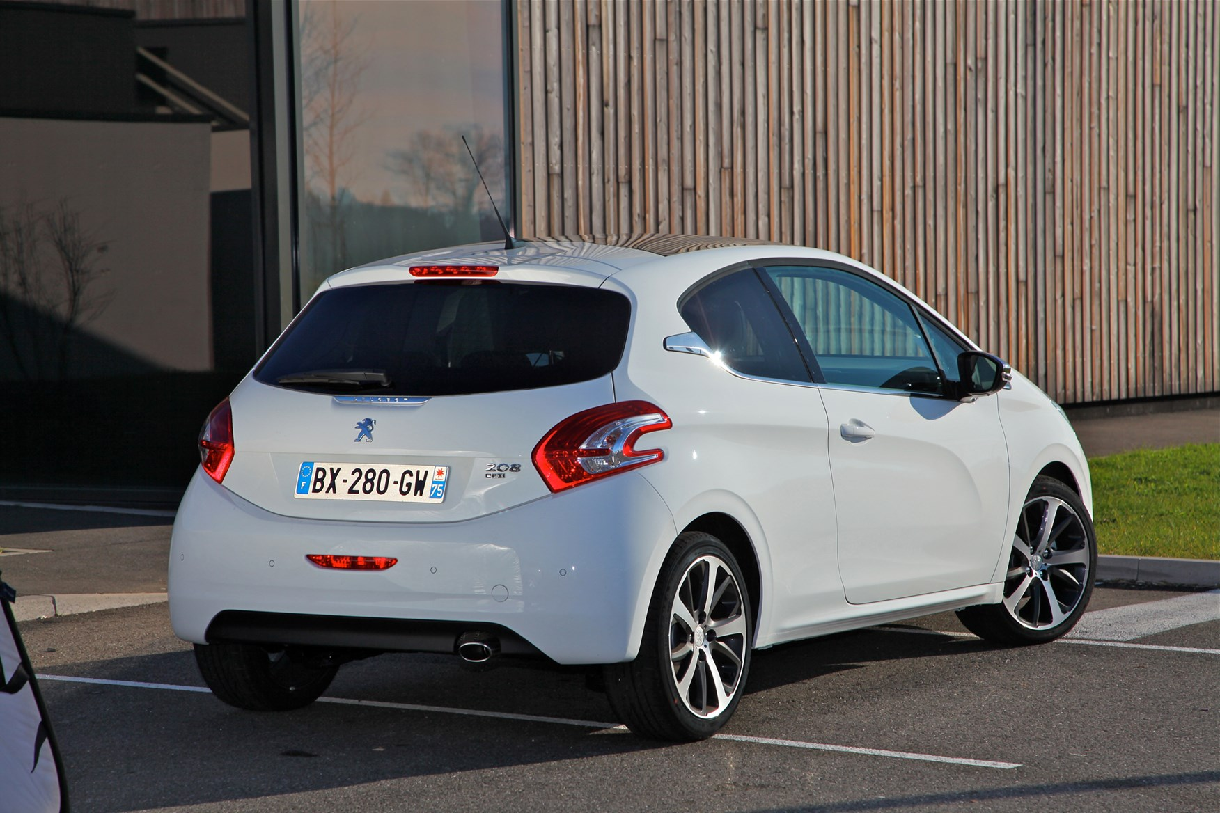 peugeot 208 hatchback 2012 features equipment and accessories parkers. Black Bedroom Furniture Sets. Home Design Ideas