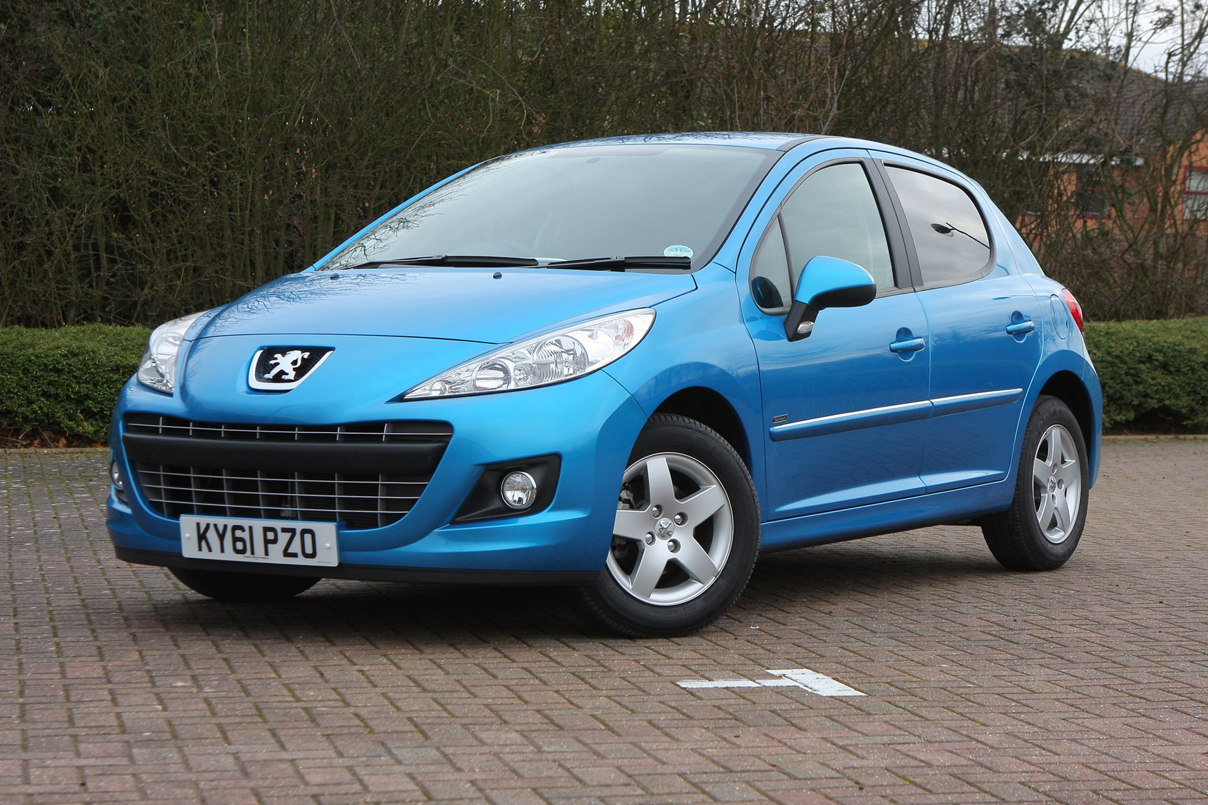 peugeot 207 hatchback (2006 - 2012) features, equipment and