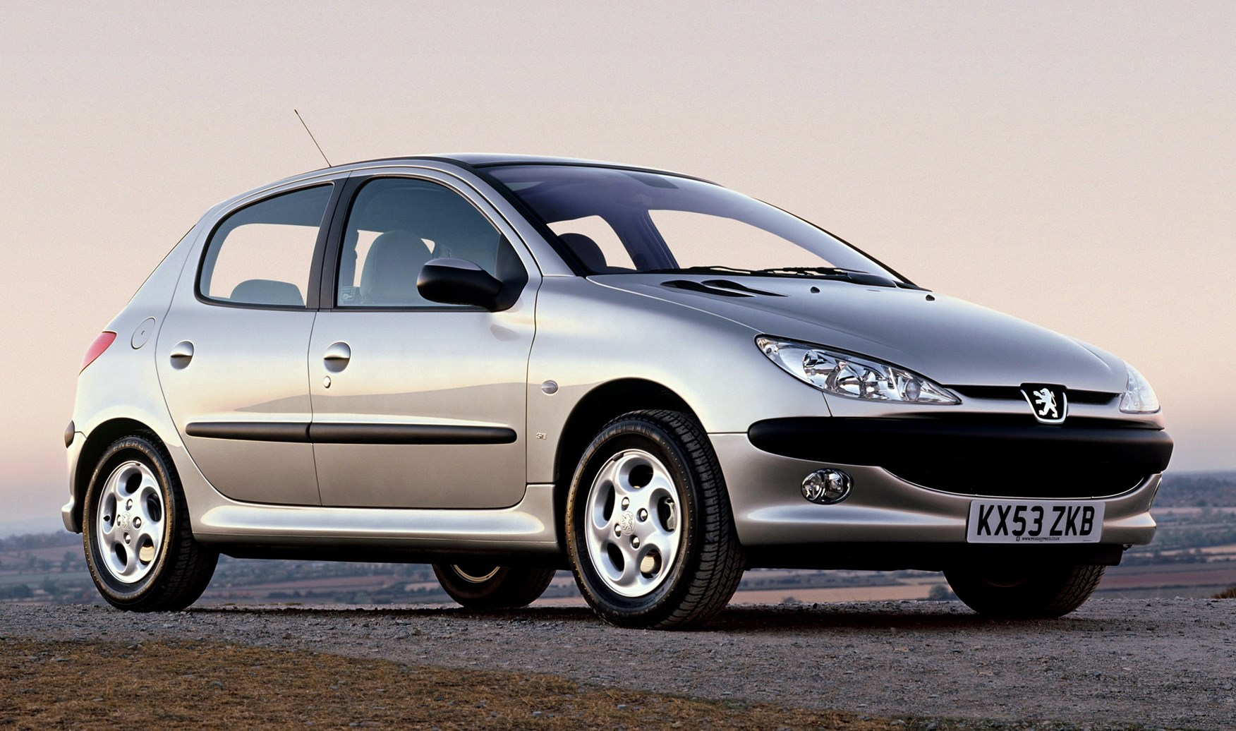 Peugeot 206 Hatchback (1998 - 2009) Features, Equipment and Accessories |  Parkers