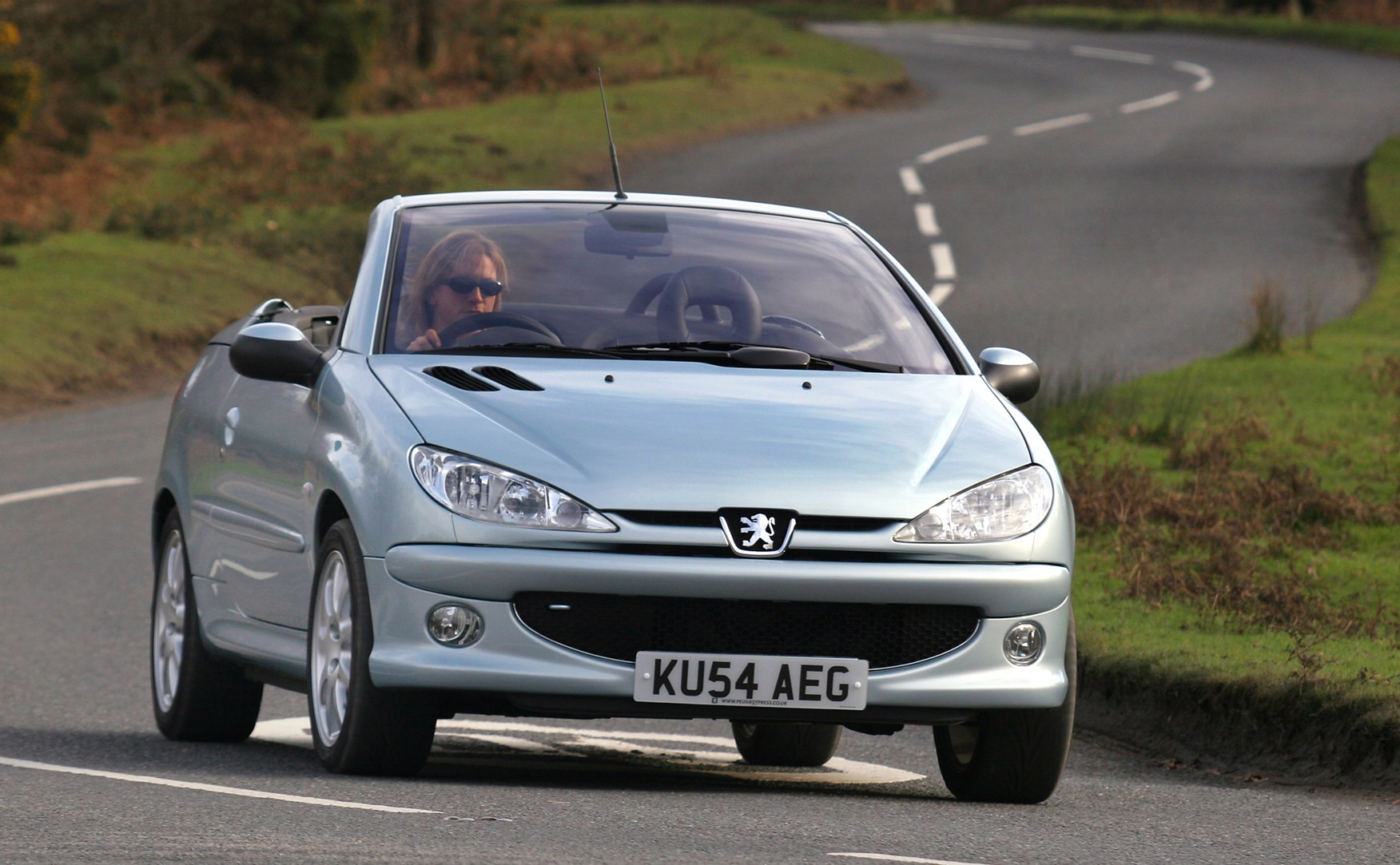 Peugeot 206 Coup Cabriolet 2001 2007 Features Equipment And Headlight Fuse Accessories Parkers