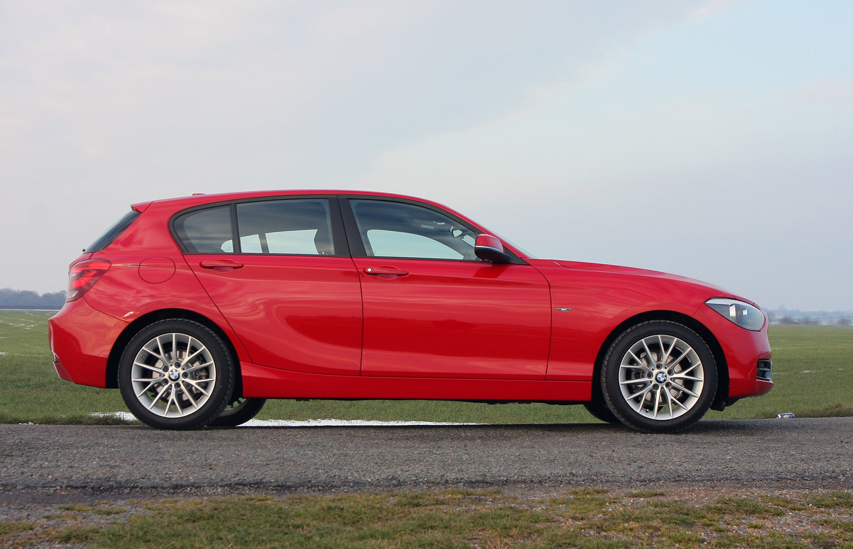 bmw 1 series hatchback review parkers. Black Bedroom Furniture Sets. Home Design Ideas